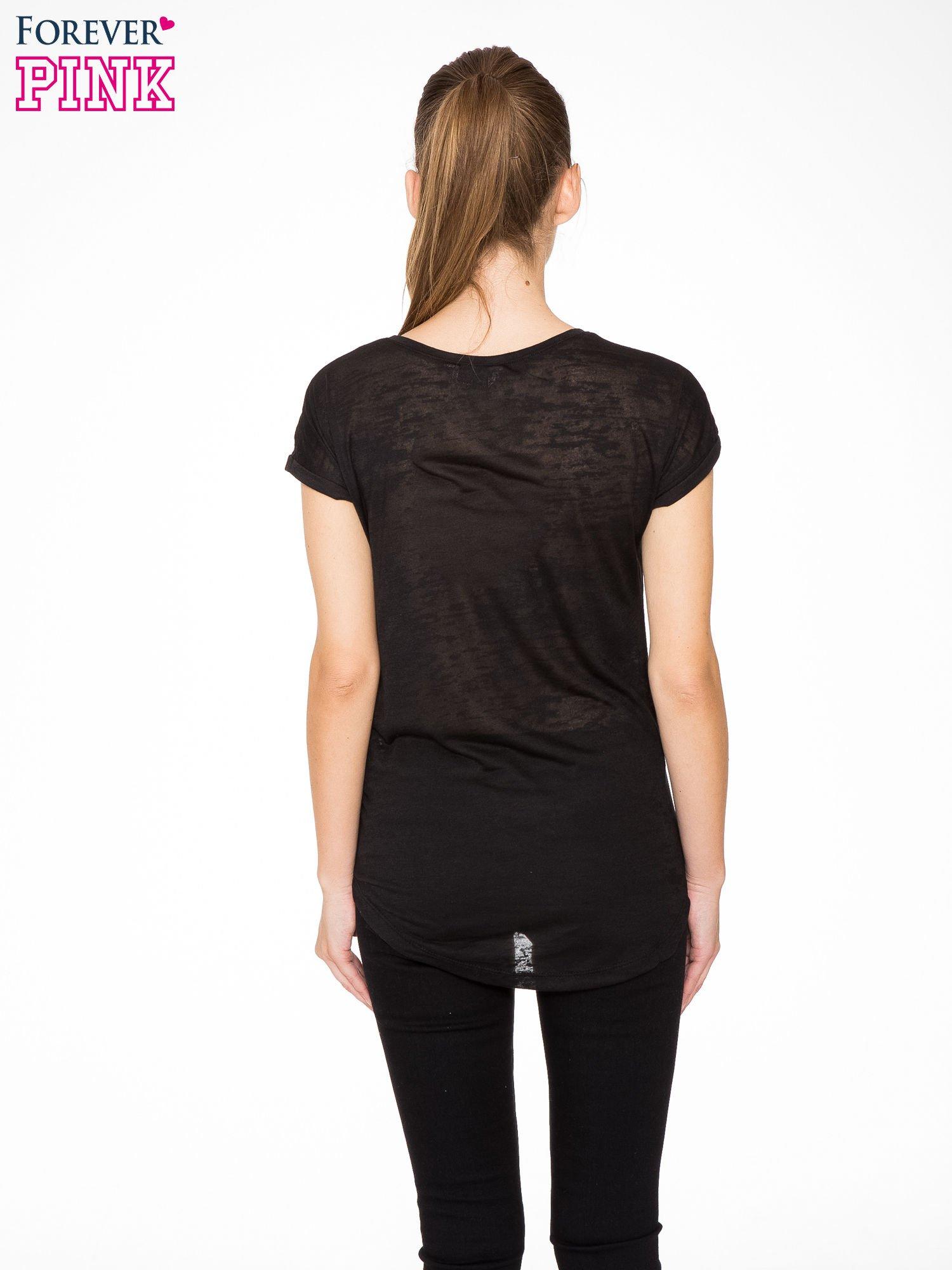 Czarny t-shirt z aplikacją z dżetów                                  zdj.                                  4