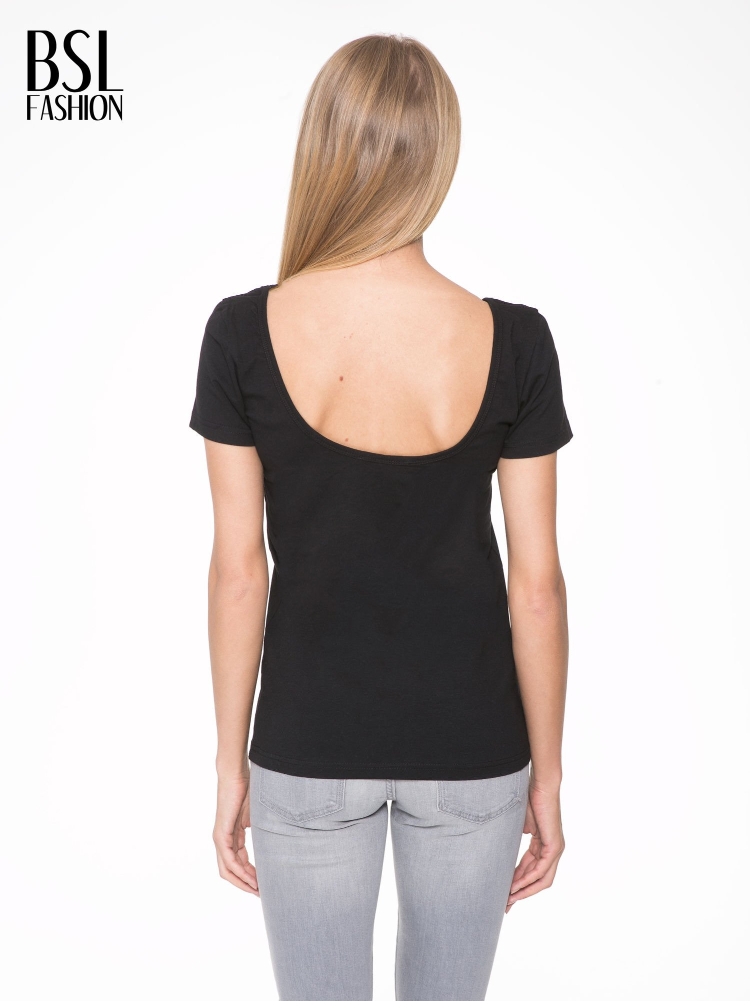 Czarny t-shirt z dekoltem na plecach                                  zdj.                                  4
