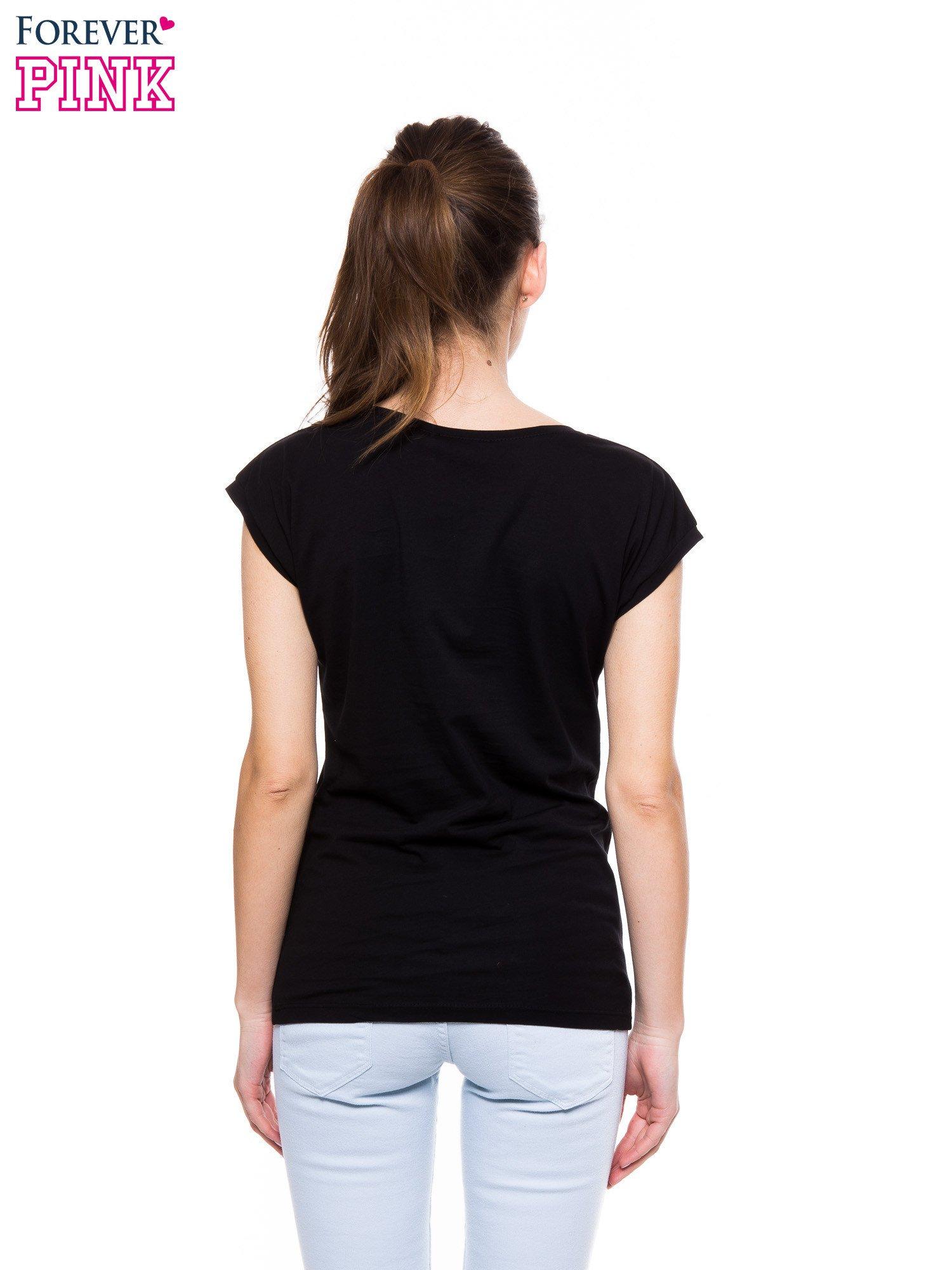 a7be2f35f Czarny t-shirt z nadrukiem PANI KIEROWNICZKA - T-shirt z nadrukiem ...