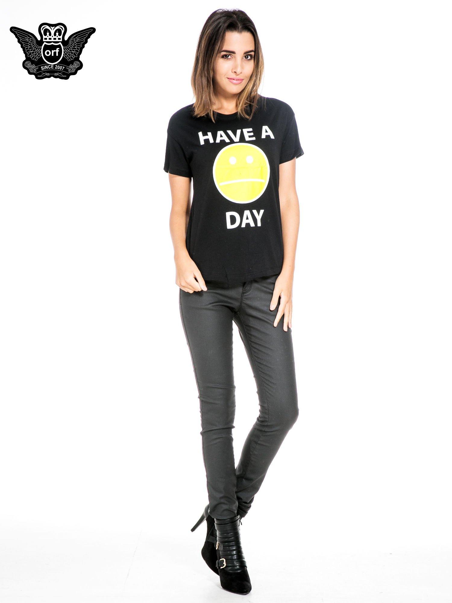 Czarny t-shirt z nadrukiem so-so smile                                  zdj.                                  2
