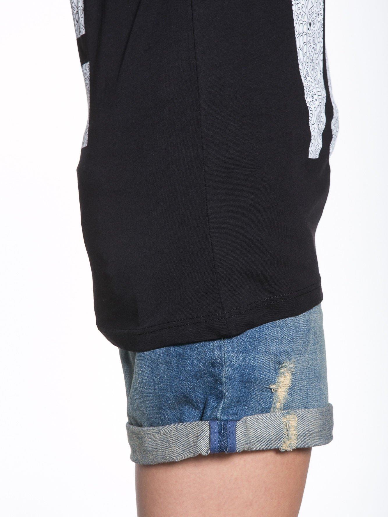 Czarny t-shirt z nadukiem WHY? z przodu i na plecach                                  zdj.                                  8