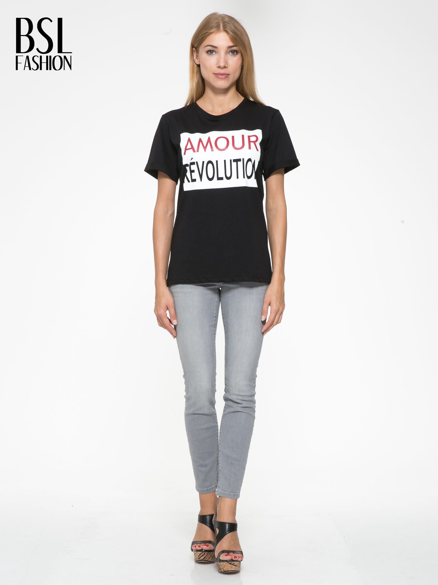 Czarny t-shirt z napisem AMOUR RÉVOLUTION                                  zdj.                                  5