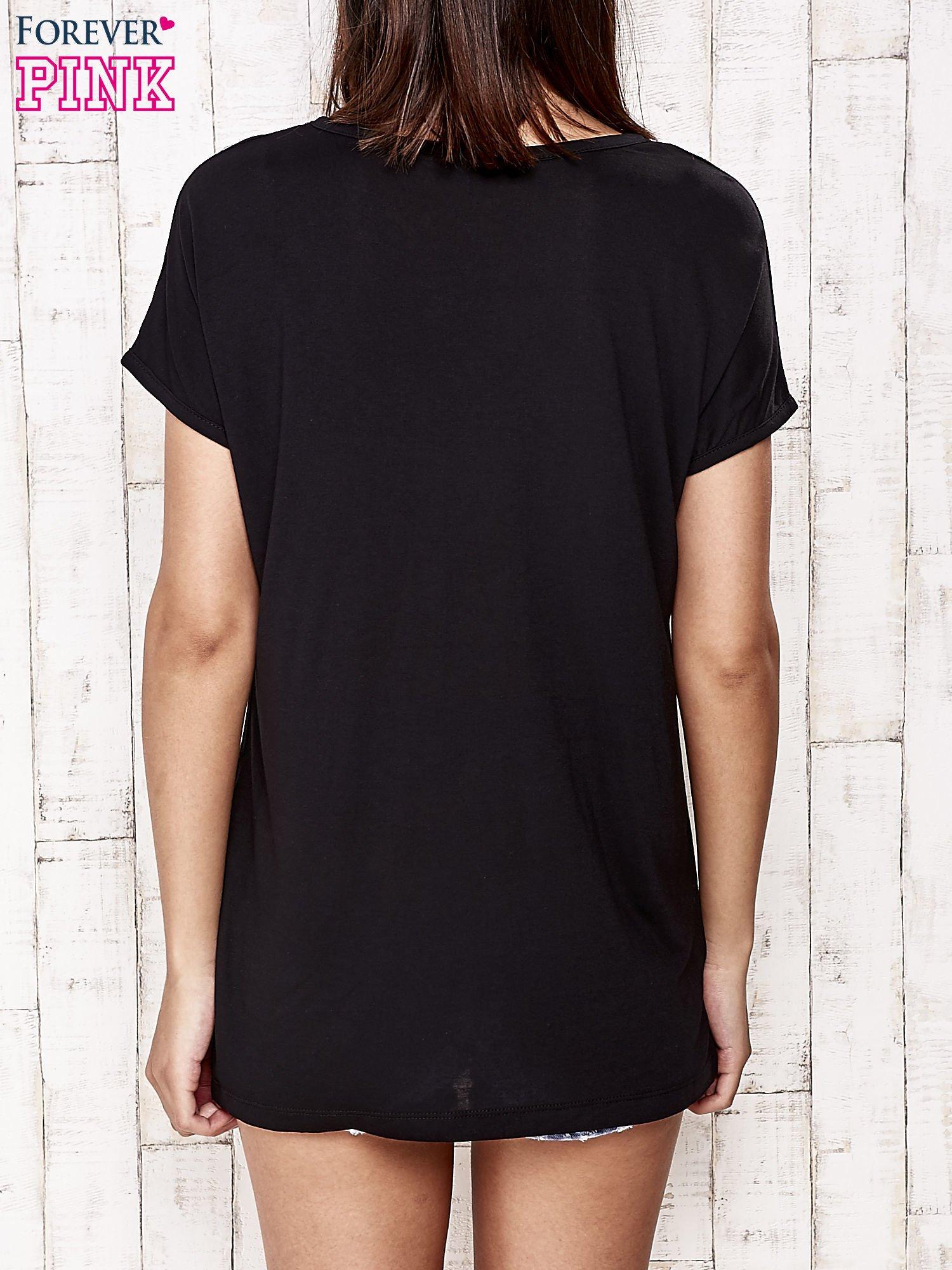 Czarny t-shirt z napisem DREAM BIG                                  zdj.                                  4