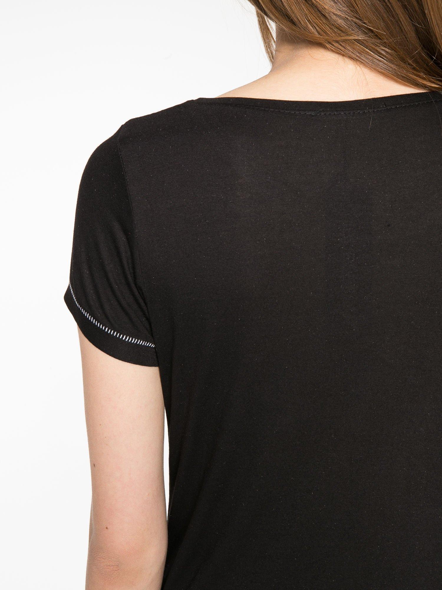 Czarny t-shirt z napisem EVERY WOMAN IS A REBEL                                  zdj.                                  11