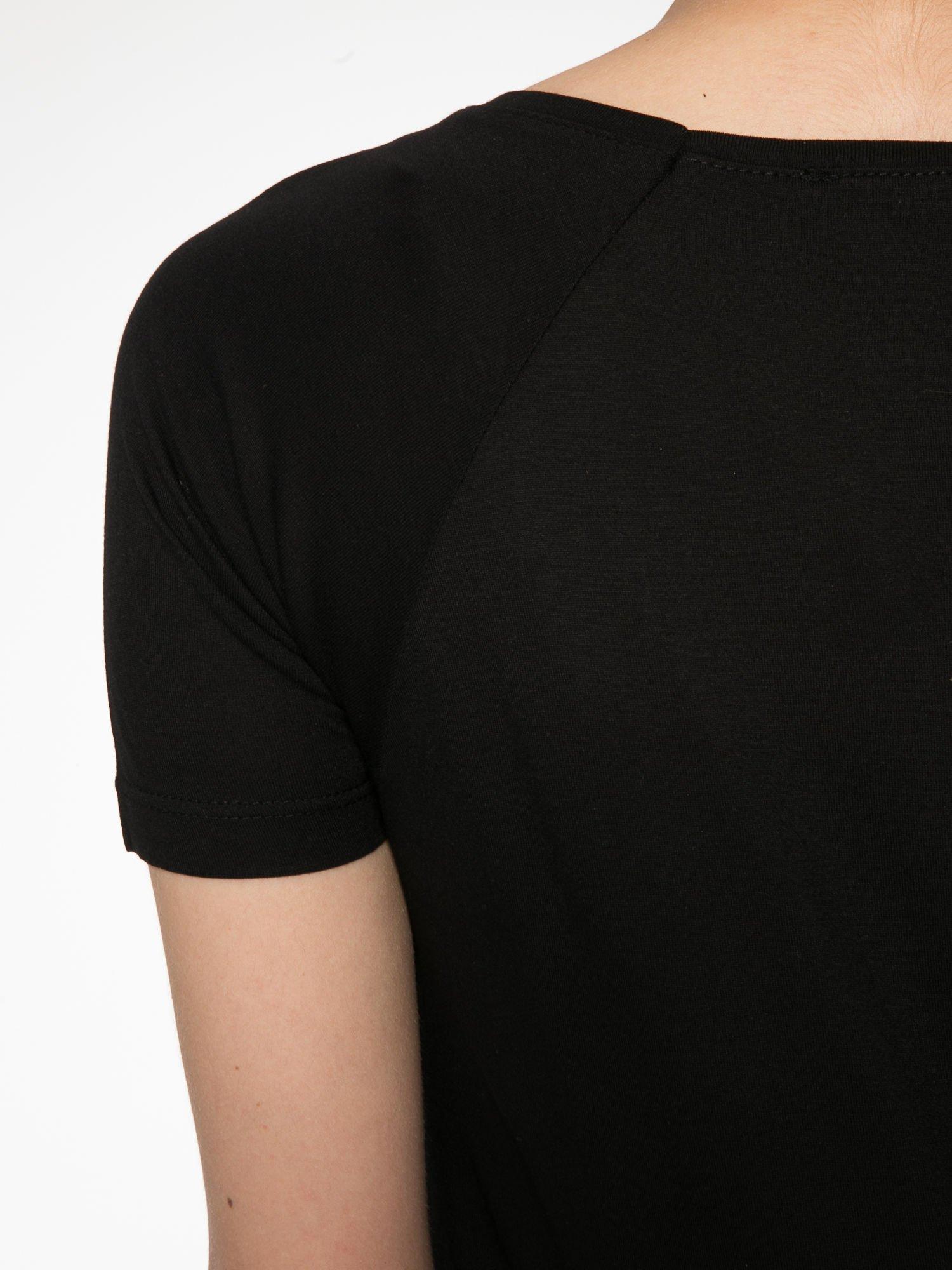 Czarny t-shirt z napisem GET OUT OF YOUR OWN WAY                                  zdj.                                  9
