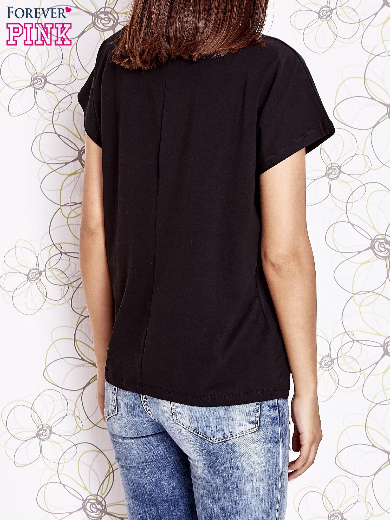 Czarny t-shirt z napisem NEED IT LOUDER                                  zdj.                                  4