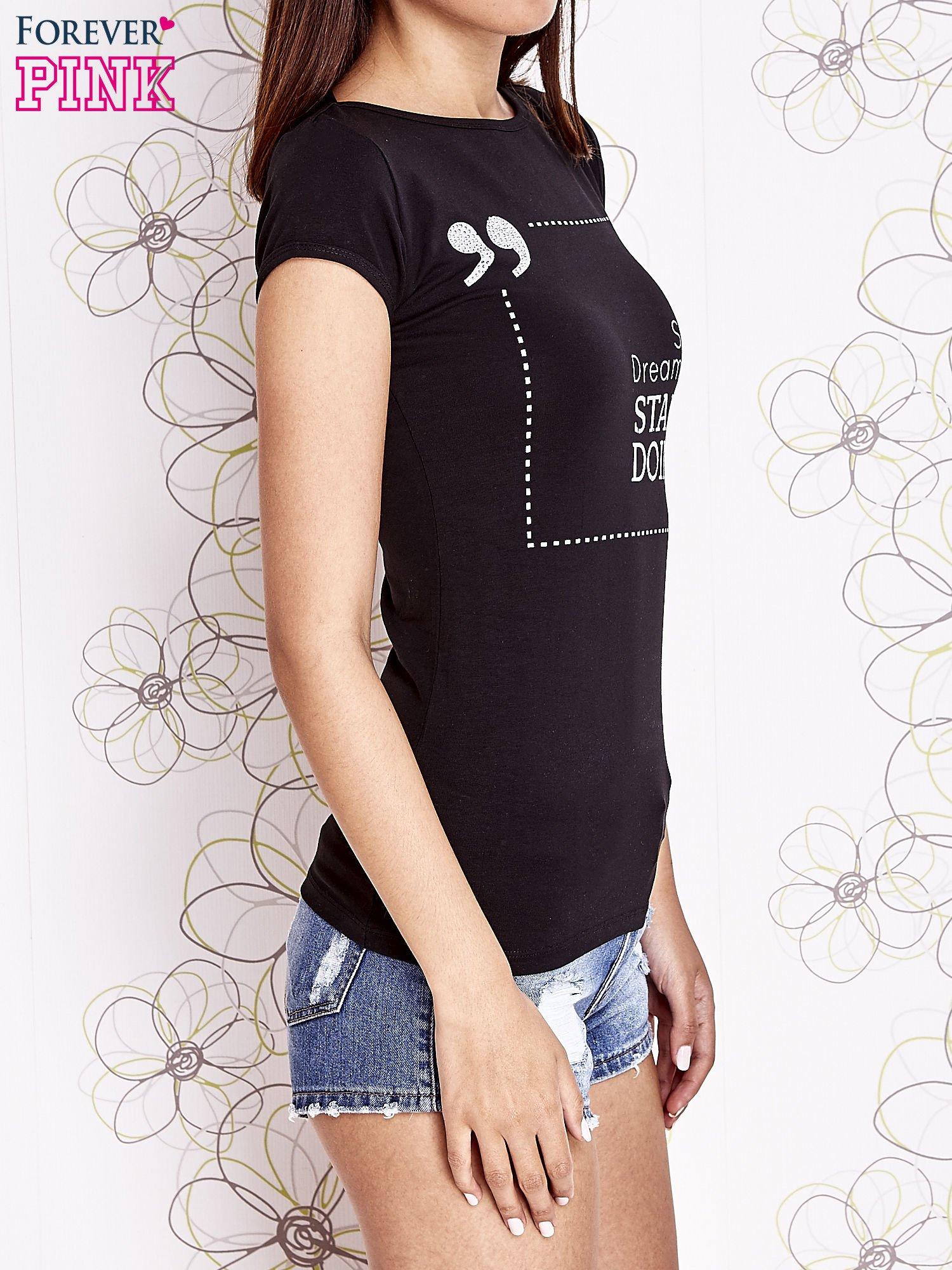 Czarny t-shirt z napisem STOP DREAMING START DOING                                  zdj.                                  3