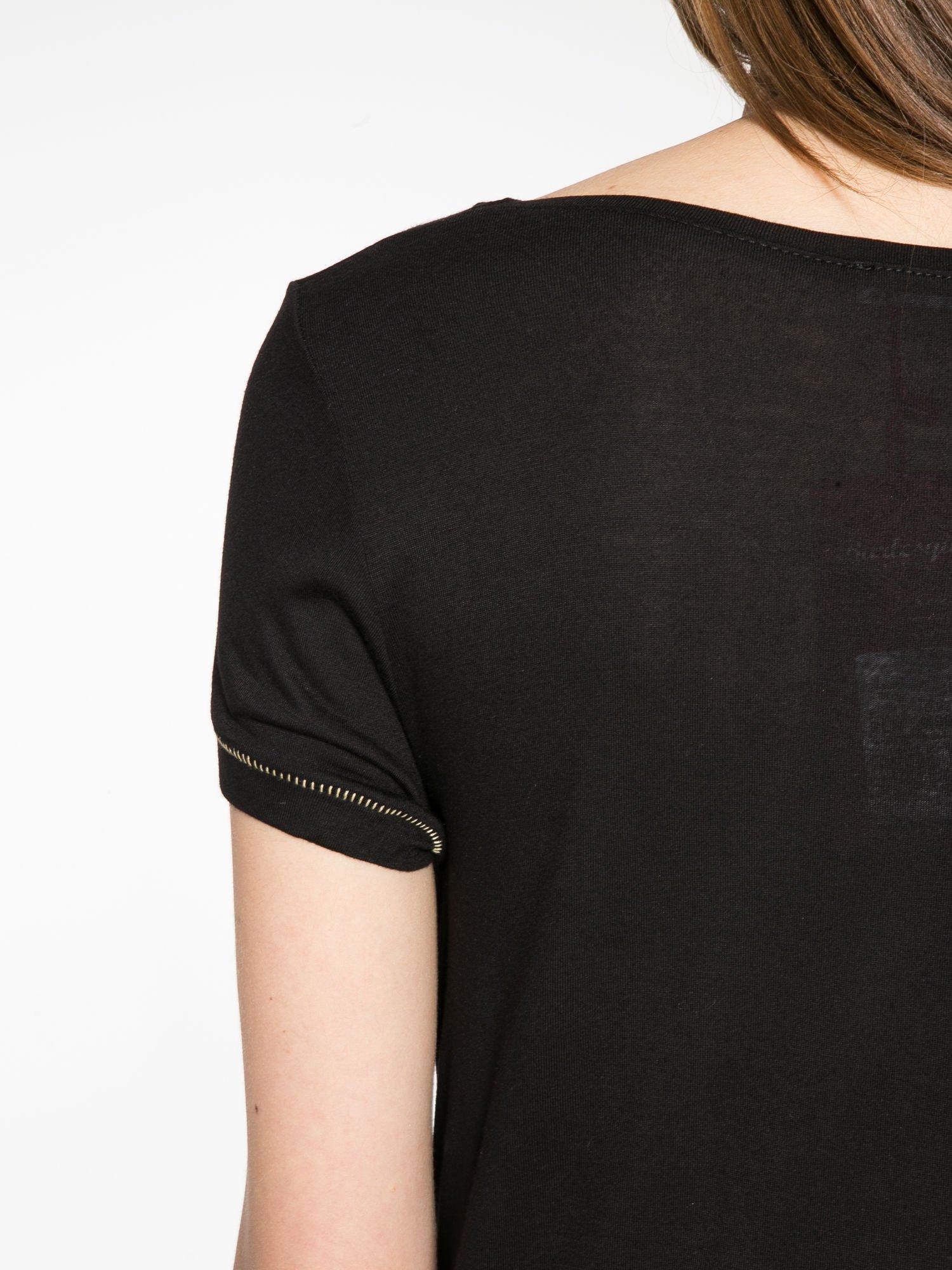 Czarny t-shirt ze złotym hasztagiem                                  zdj.                                  9