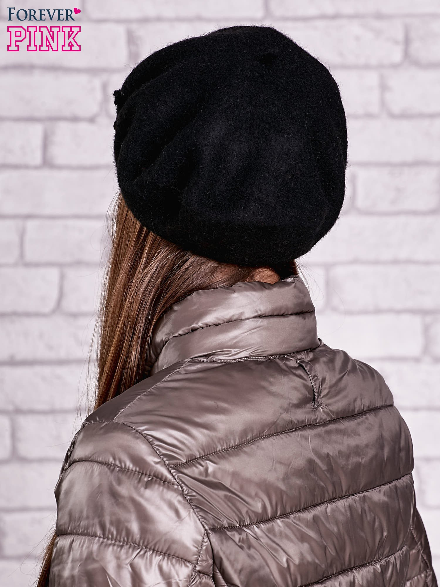 Czarny wełniany beret z błyszczącą aplikacją                                  zdj.                                  2
