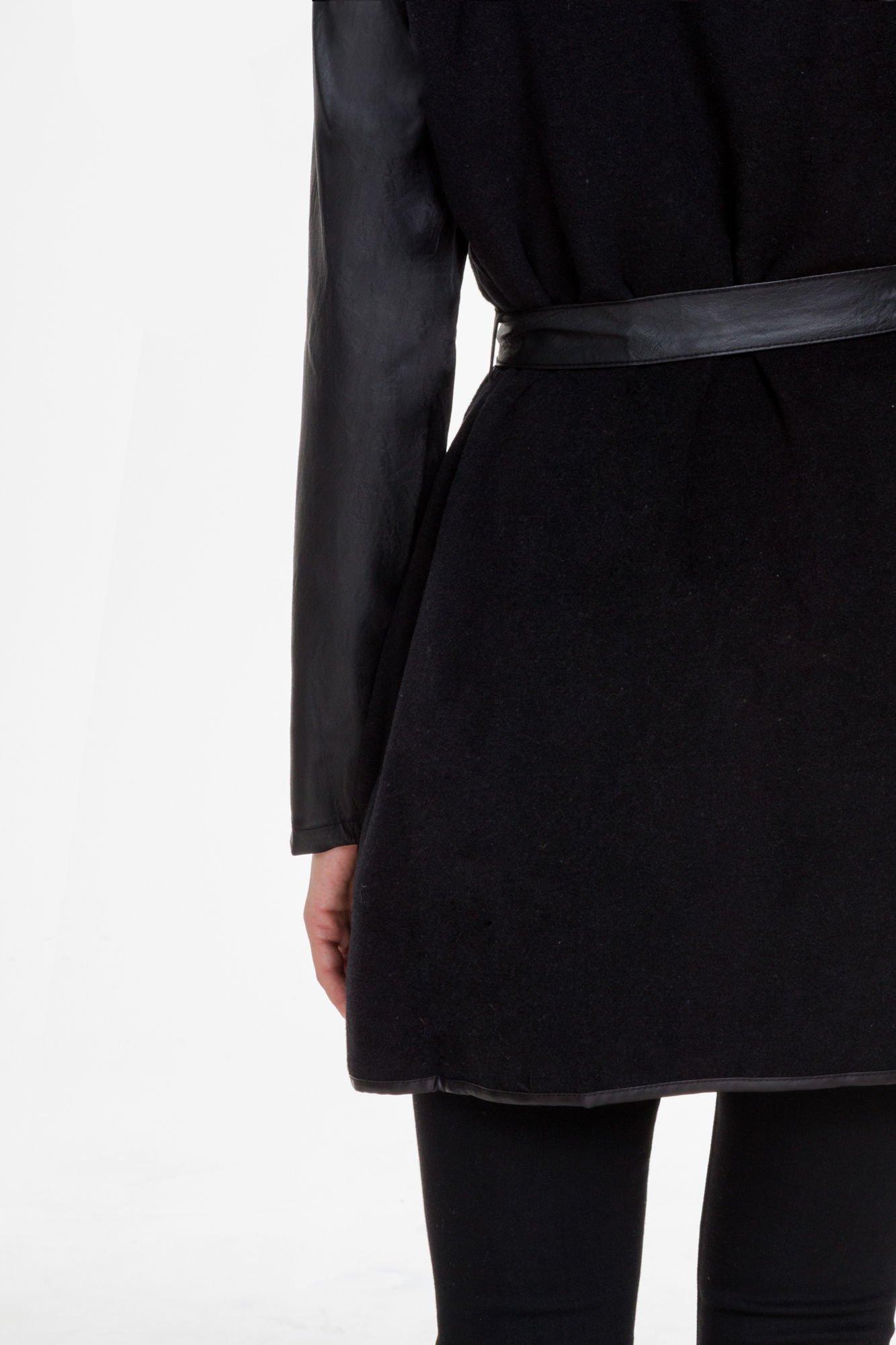 Czarny wełniany płaszcz ze skórzanymi rękawami                                  zdj.                                  7