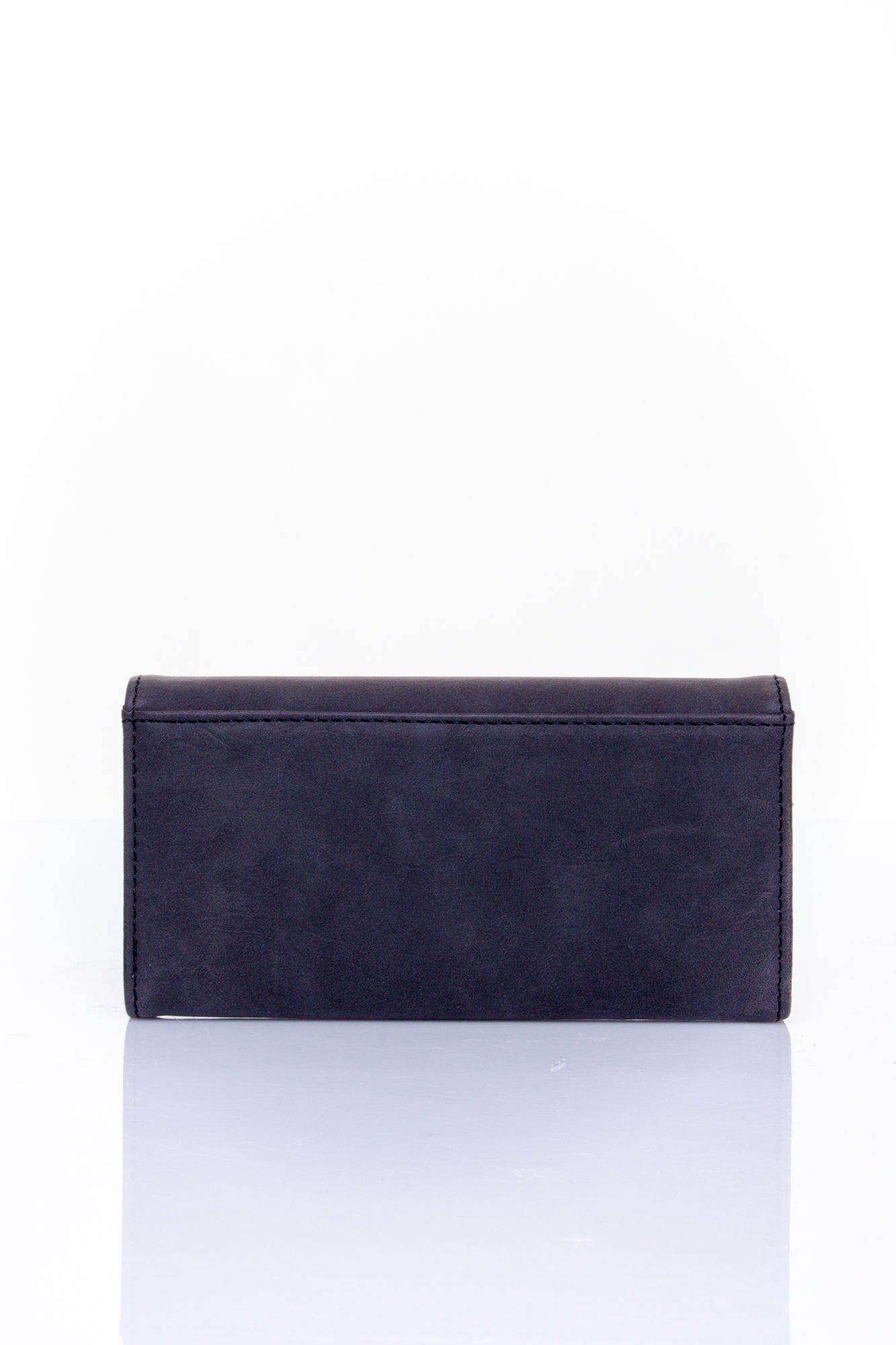 Czarny zamszowy portfel z geometrycznym motywem                                  zdj.                                  2