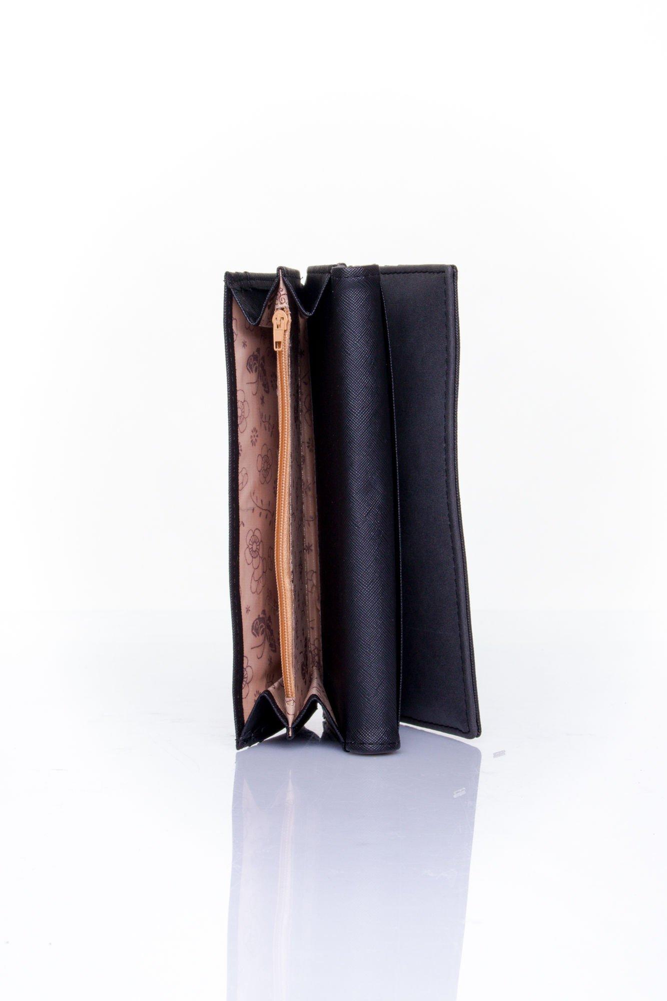 Czarny zamszowy portfel z geometrycznym motywem                                  zdj.                                  5