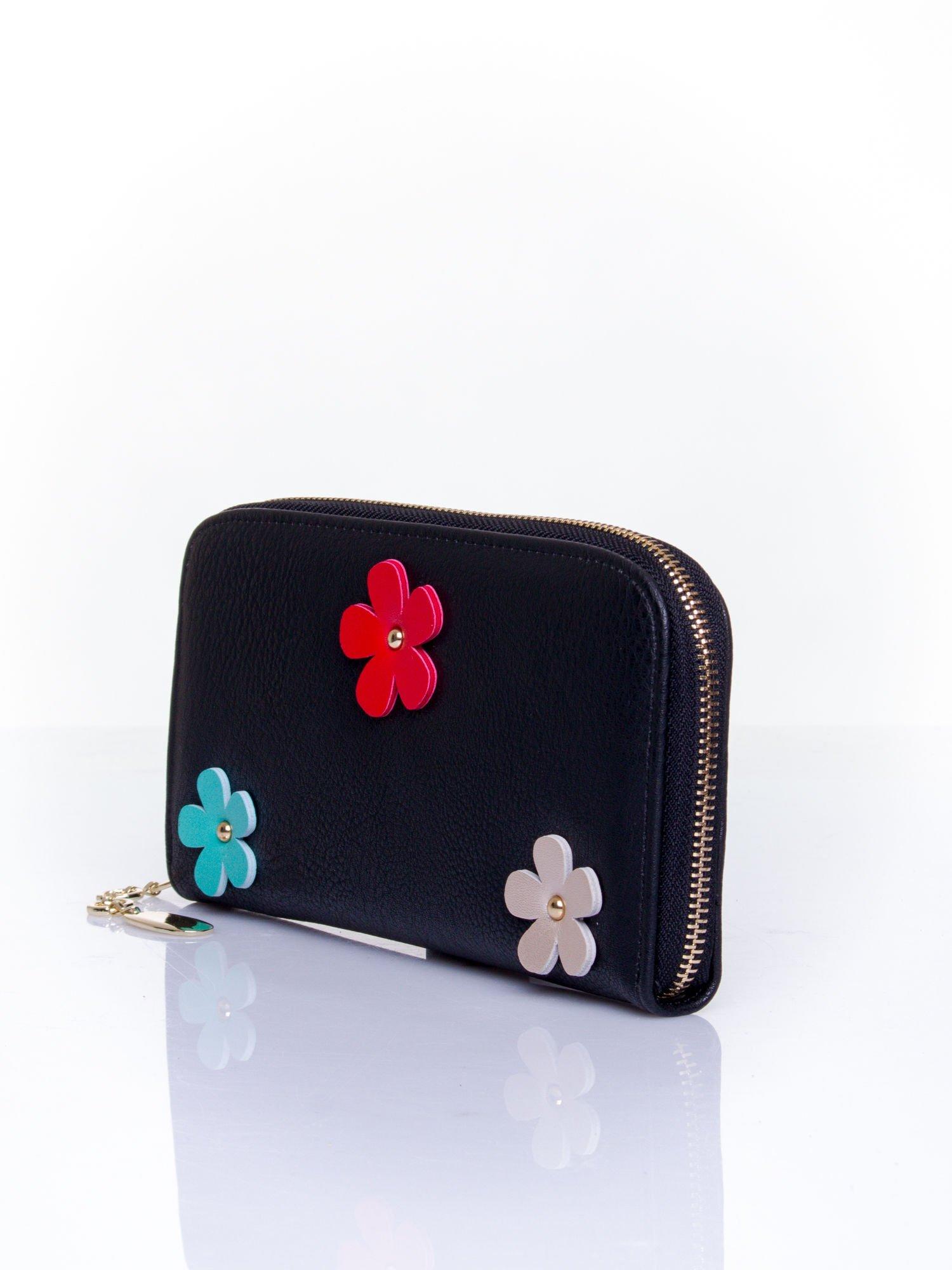 Czarny zasuwany portfel w kwiatki                                  zdj.                                  3