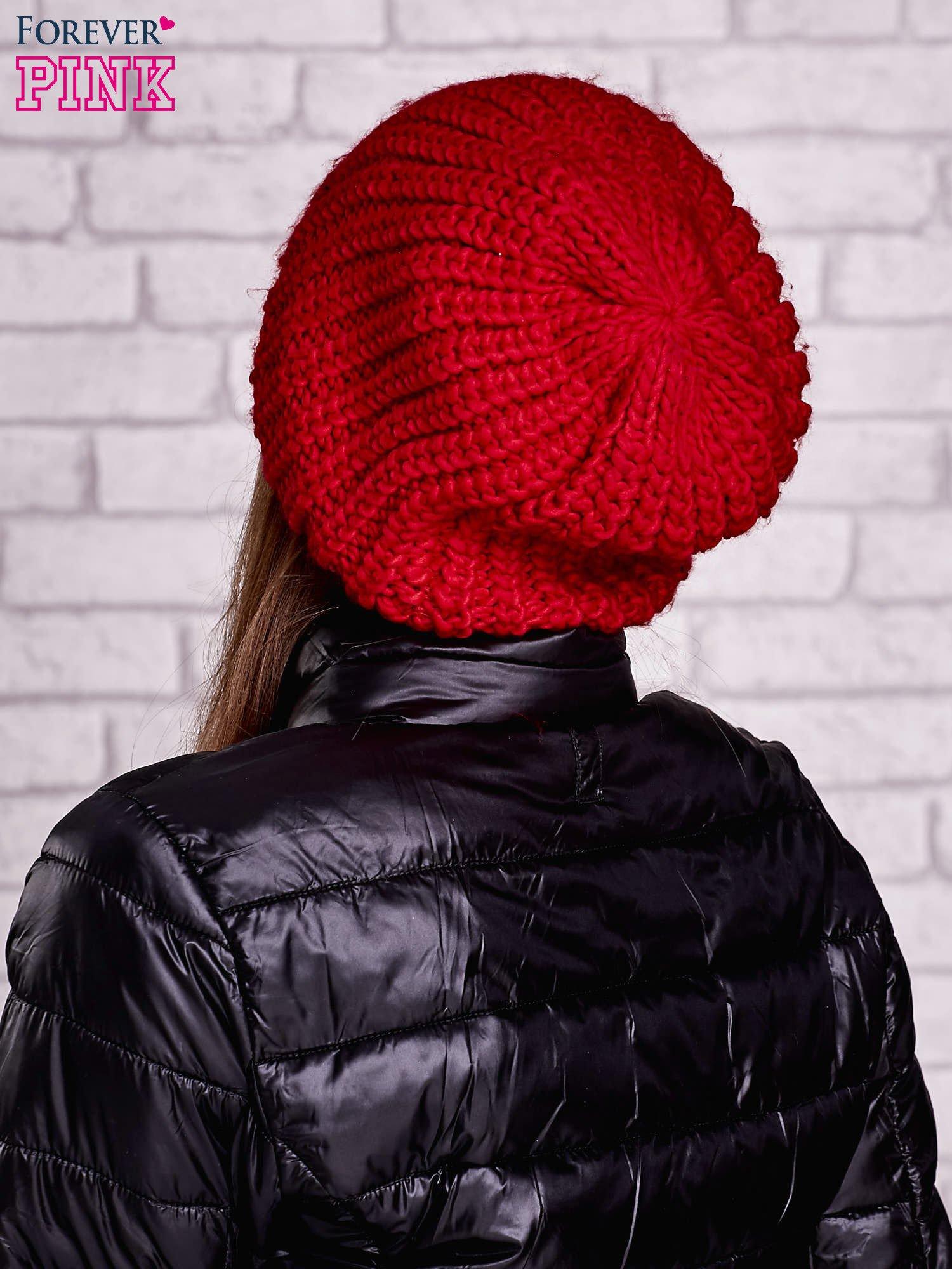 Czerwona czapka o grubym splocie                                  zdj.                                  2