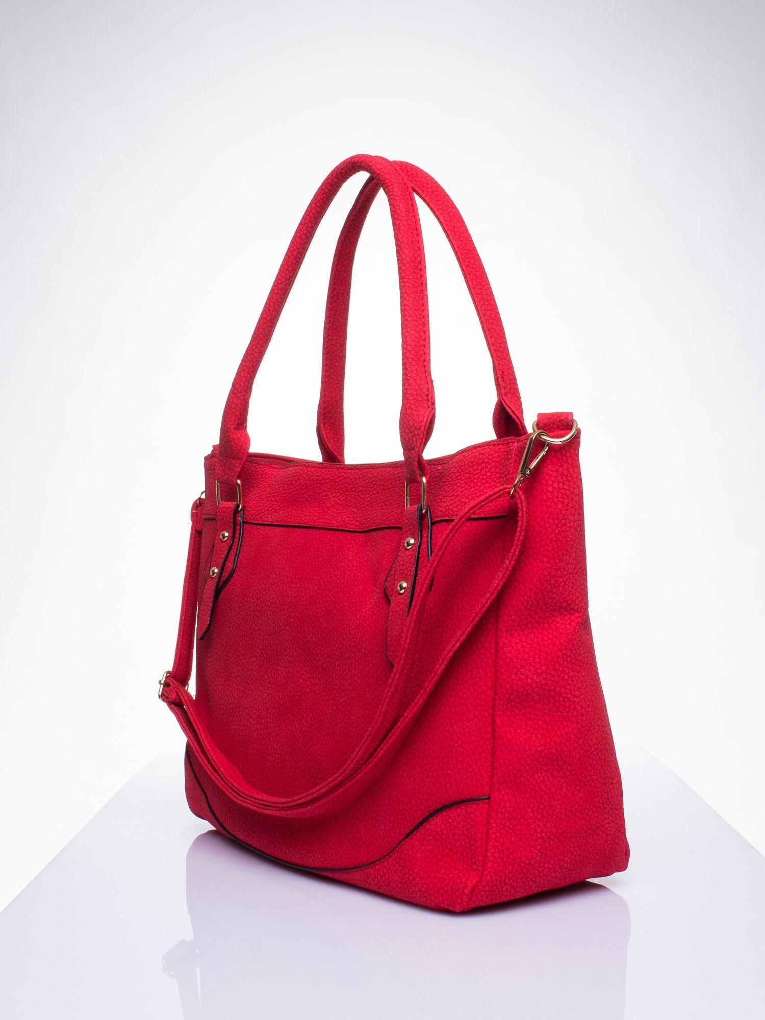 Czerwona fakturowana torba miejska z odpinanym paskiem                                  zdj.                                  2
