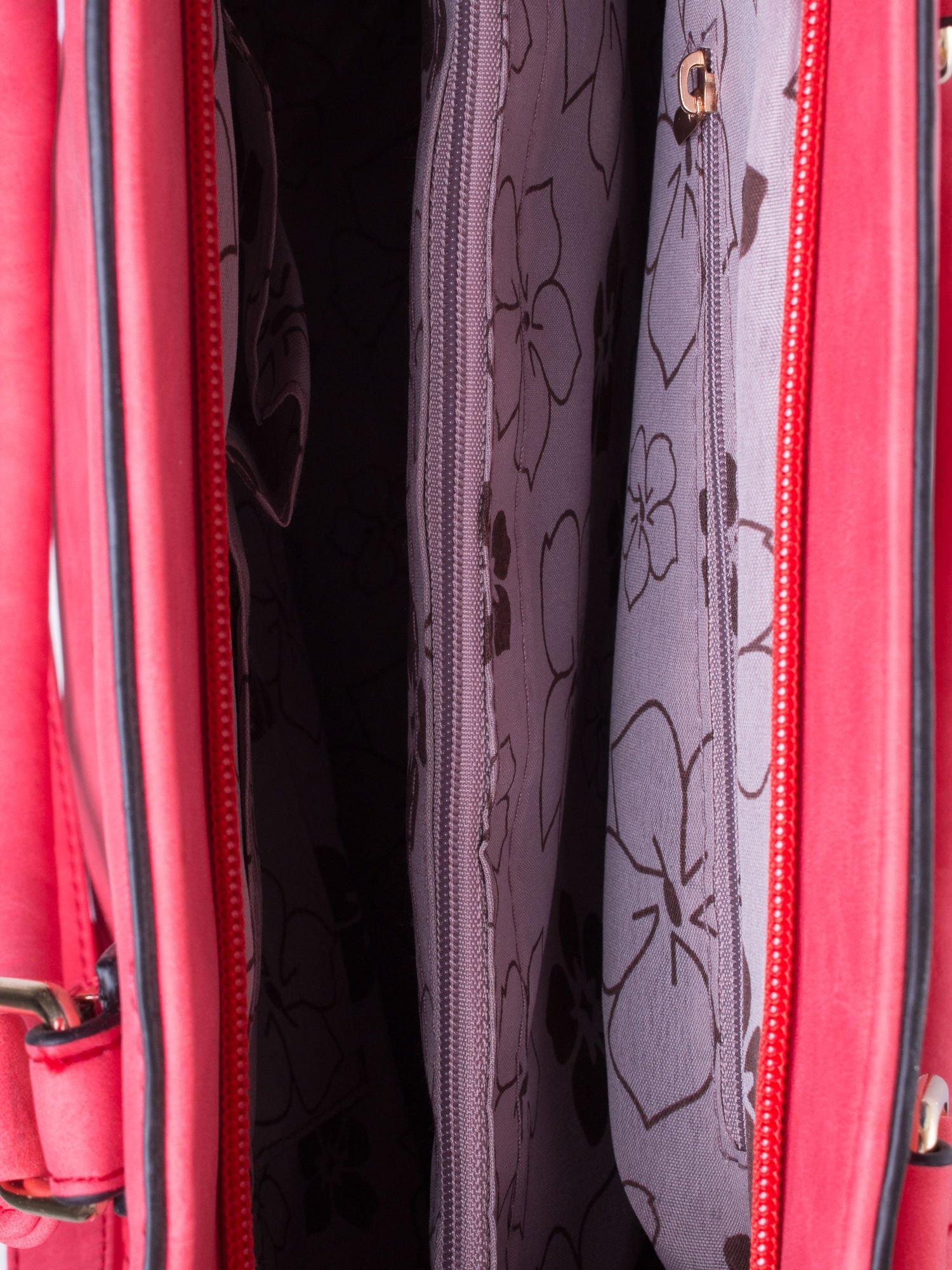 Czerwona fakturowana torba z odpinanym paskiem                                  zdj.                                  4