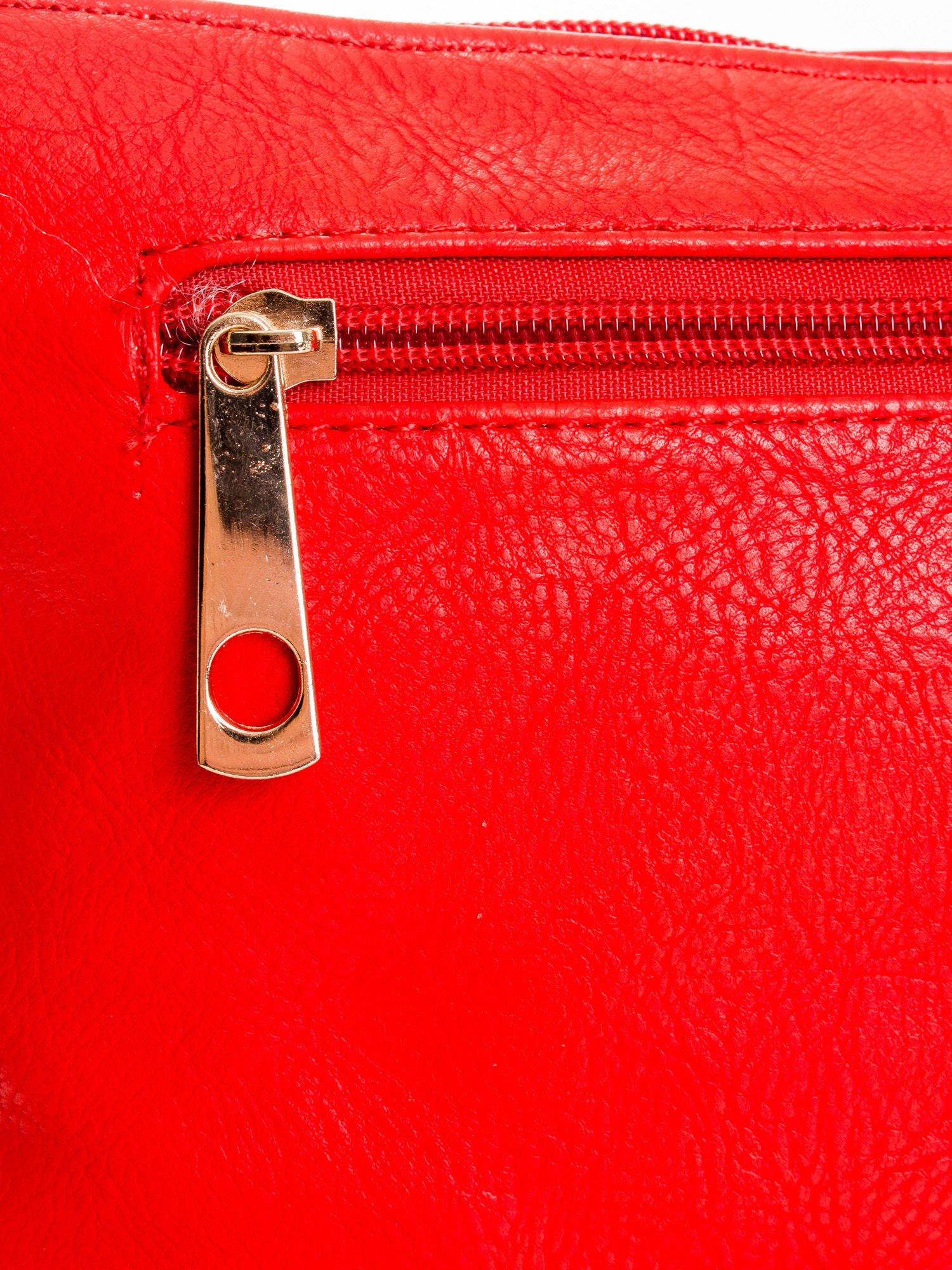 Czerwona kopertówka z dżetami motyw wąsów                                  zdj.                                  5