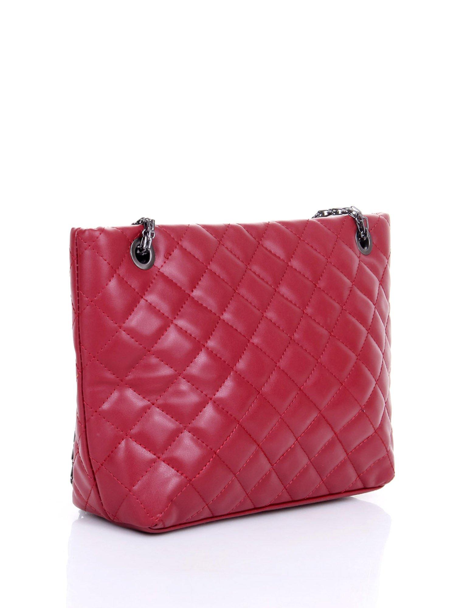 Czerwona pikowana torebka na łańcuszku                                  zdj.                                  3