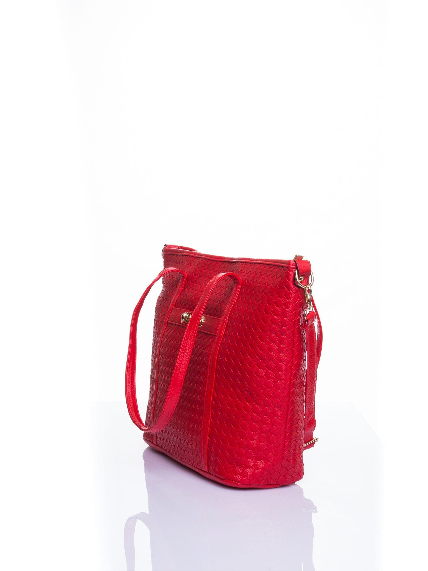 Czerwona pleciona torba shopper bag ze złotym detalem                                  zdj.                                  4