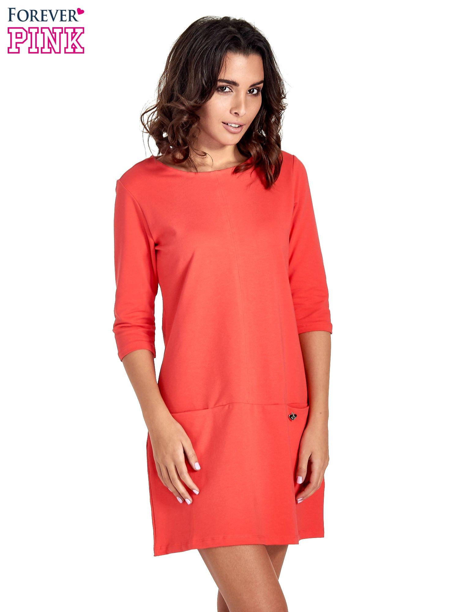 Czerwona prosta sukienka z kieszeniami                                   zdj.                                  1