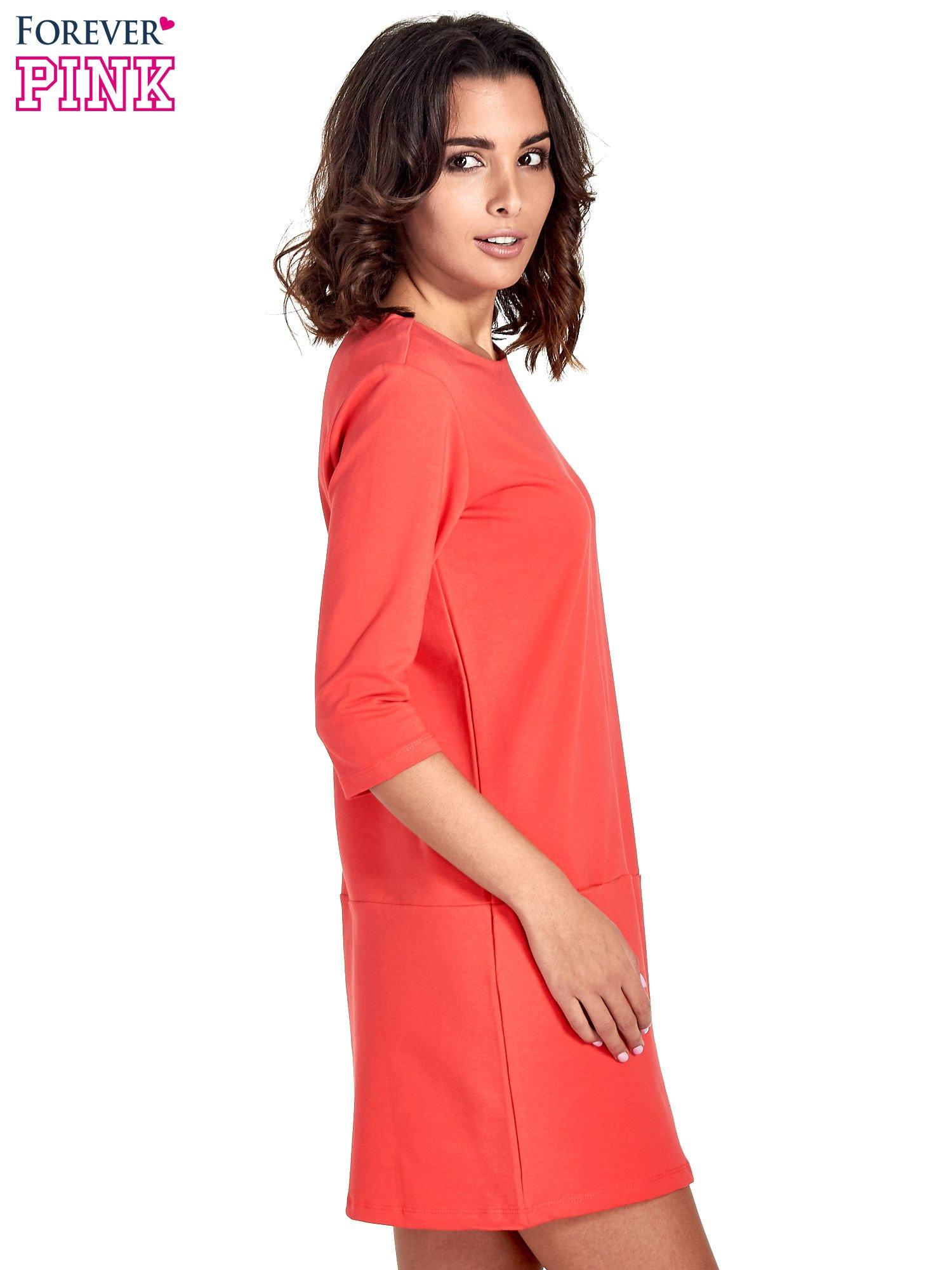 Czerwona prosta sukienka z kieszeniami                                   zdj.                                  3