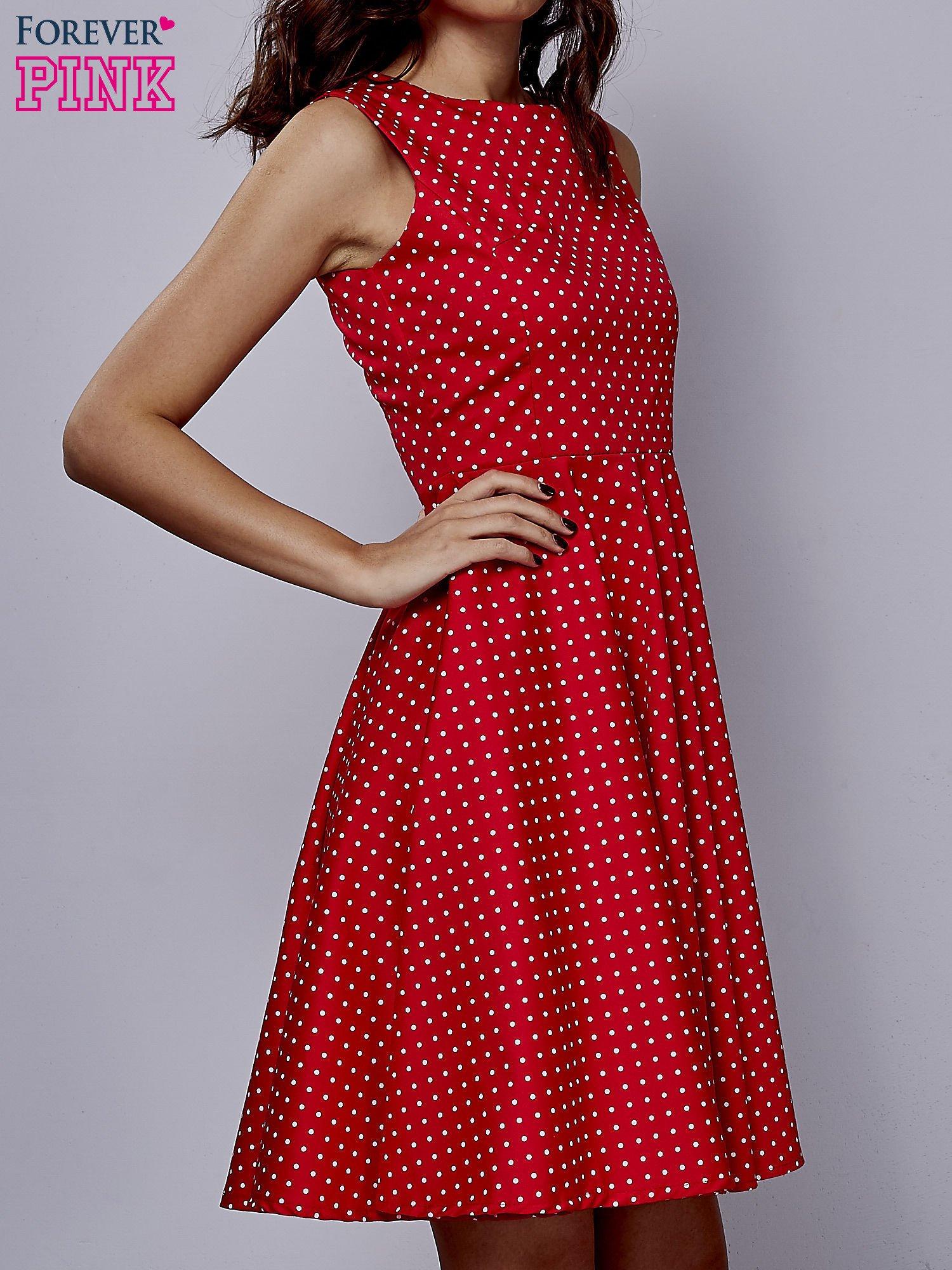 Czerwona rozkloszowana sukienka w groszki                                  zdj.                                  3