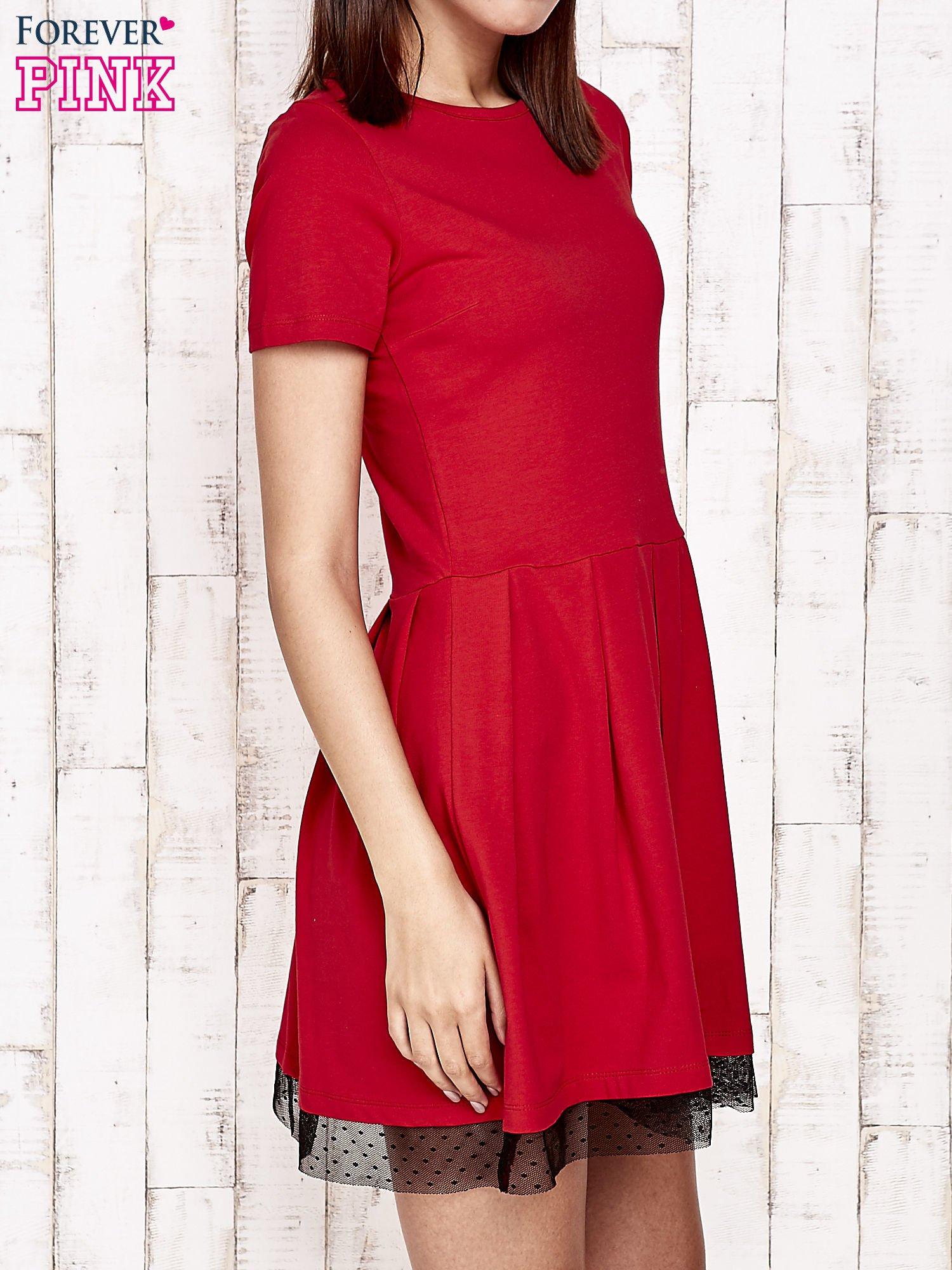 Czerwona sukienka dresowa z tiulem w groszki                                  zdj.                                  3