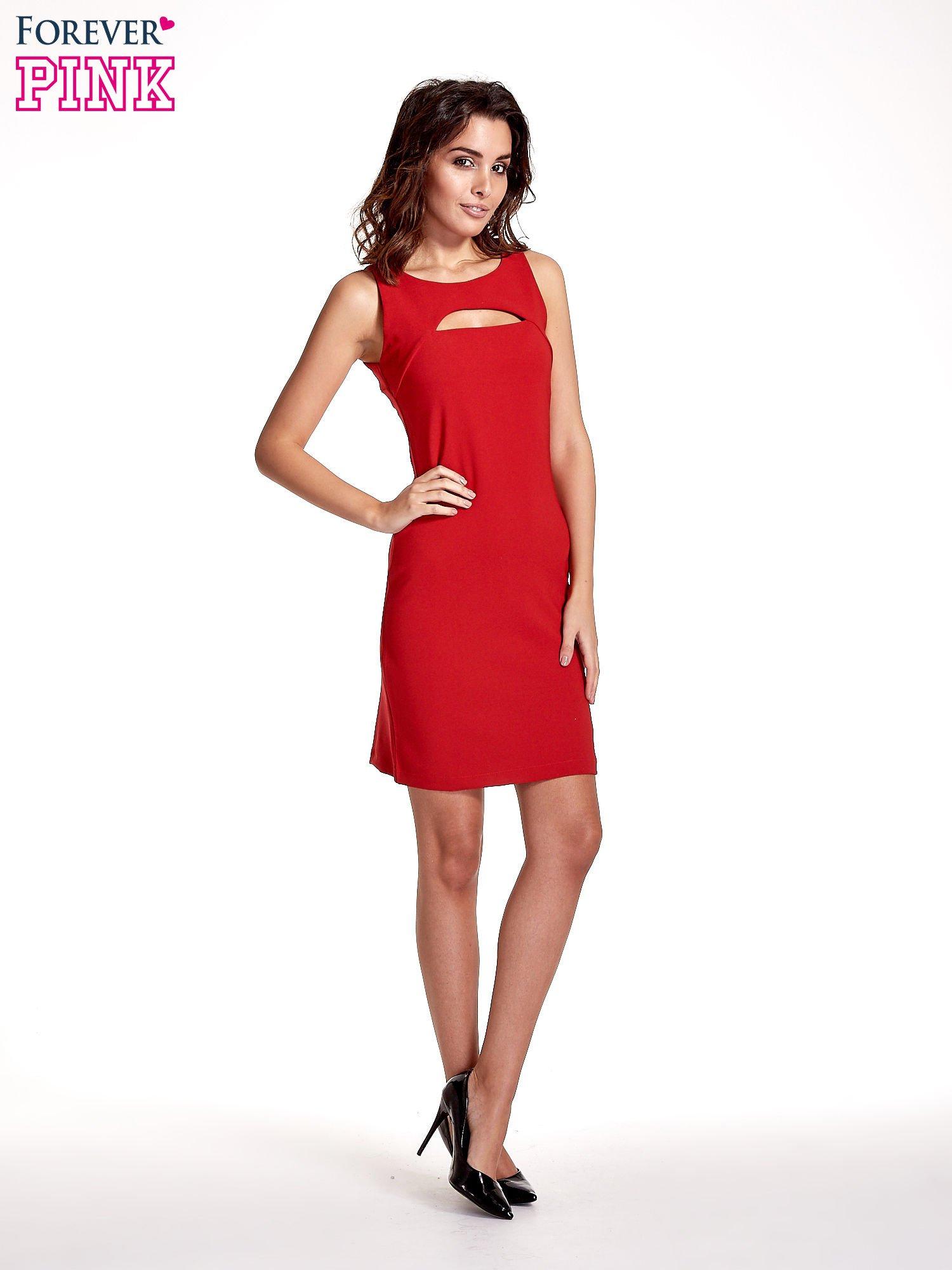 Czerwona sukienka z wycięciem na dekolcie                                  zdj.                                  7