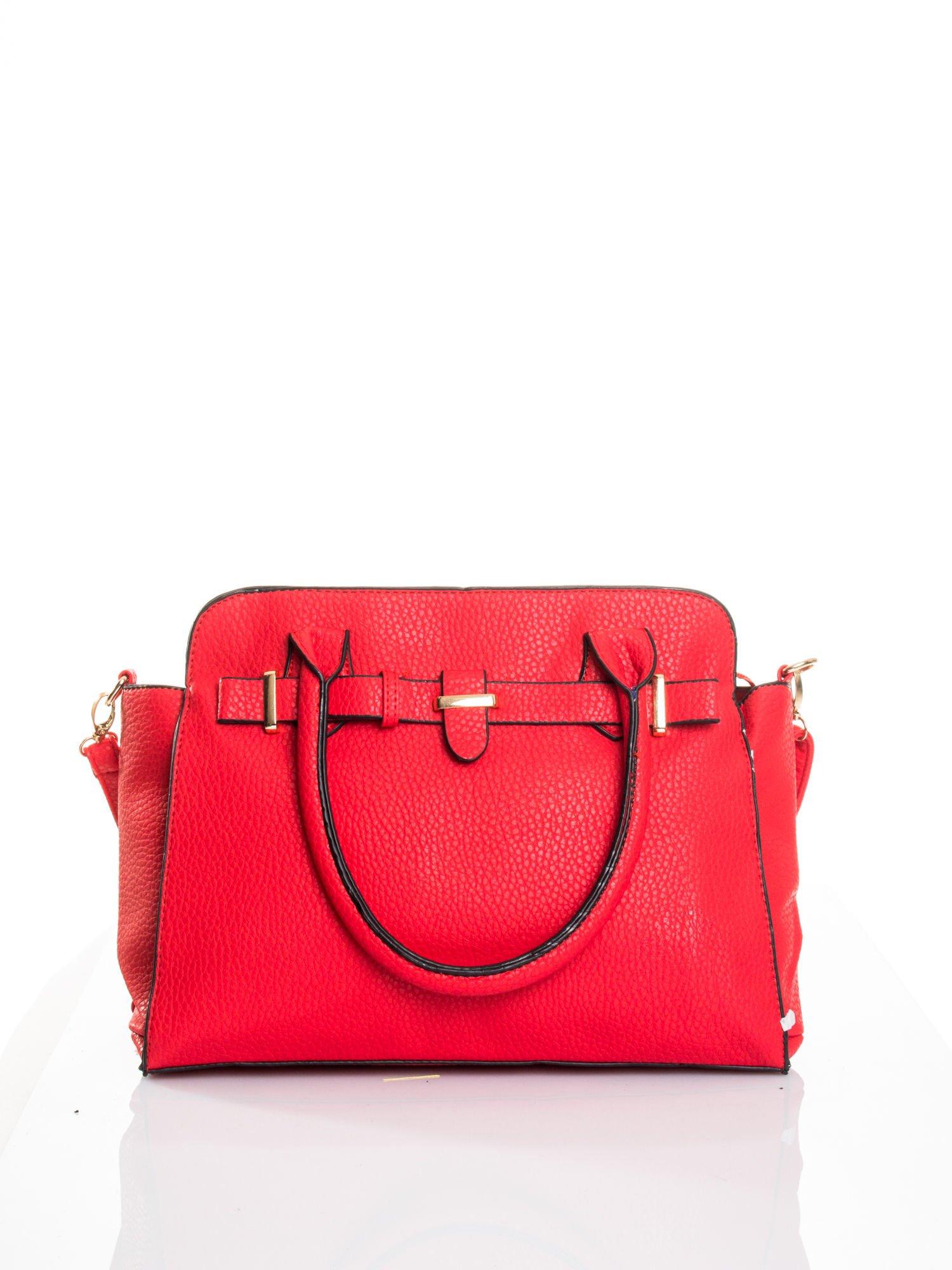 Czerwona torba z klamrami z odpinanym paskiem                                  zdj.                                  1