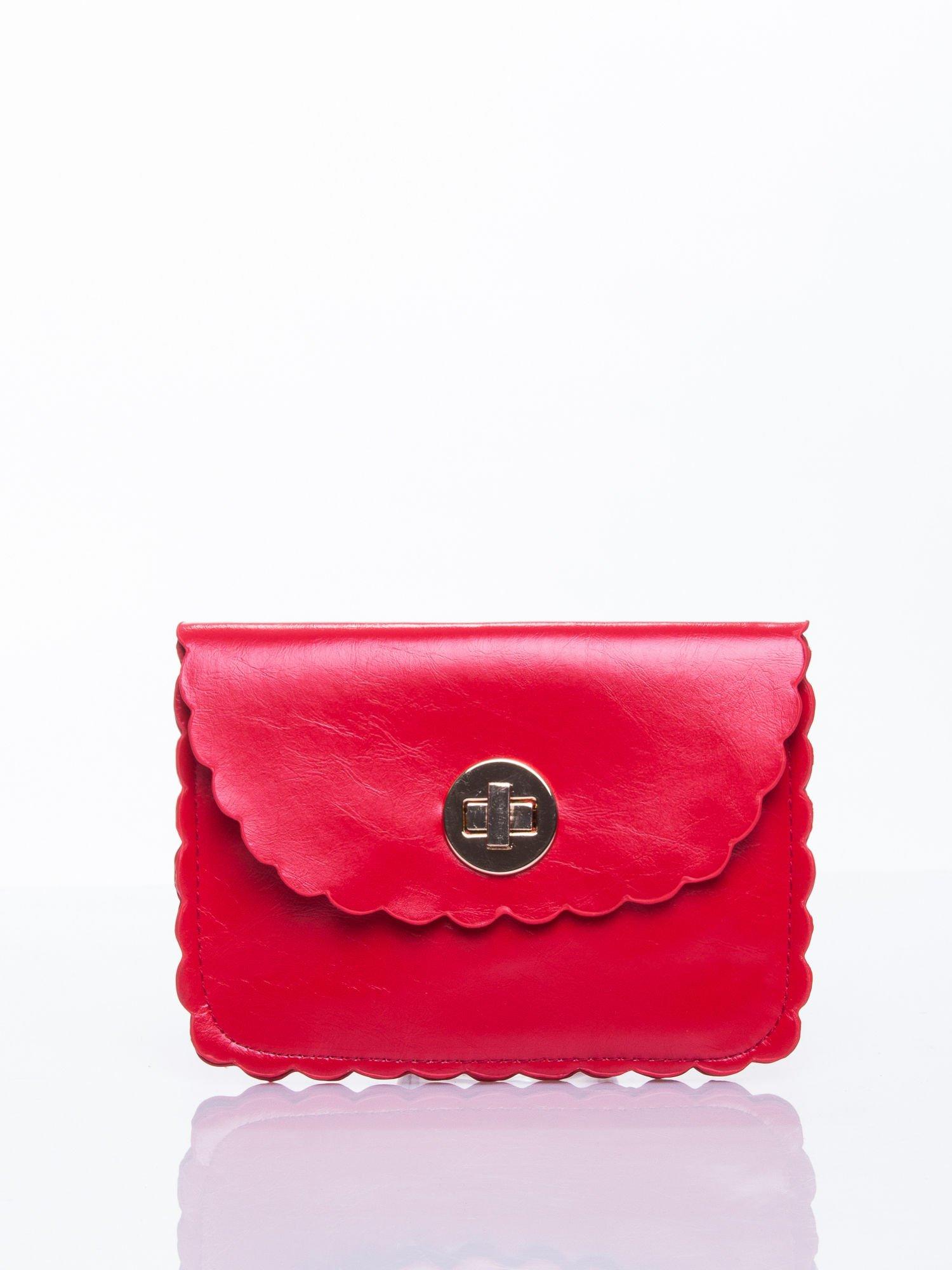 Czerwona torebka listonoszka z falowanym wykończeniem                                  zdj.                                  1