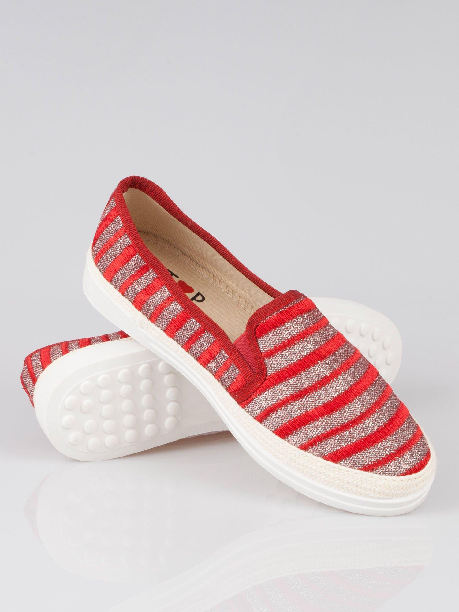 Czerwone buty sliponki w paski                                  zdj.                                  4