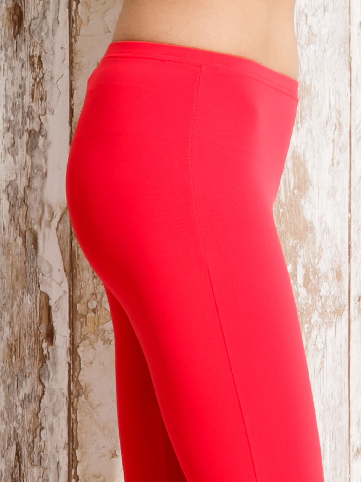 Czerwone legginsy sportowe 3/4 z marszczoną nogawką                                  zdj.                                  5