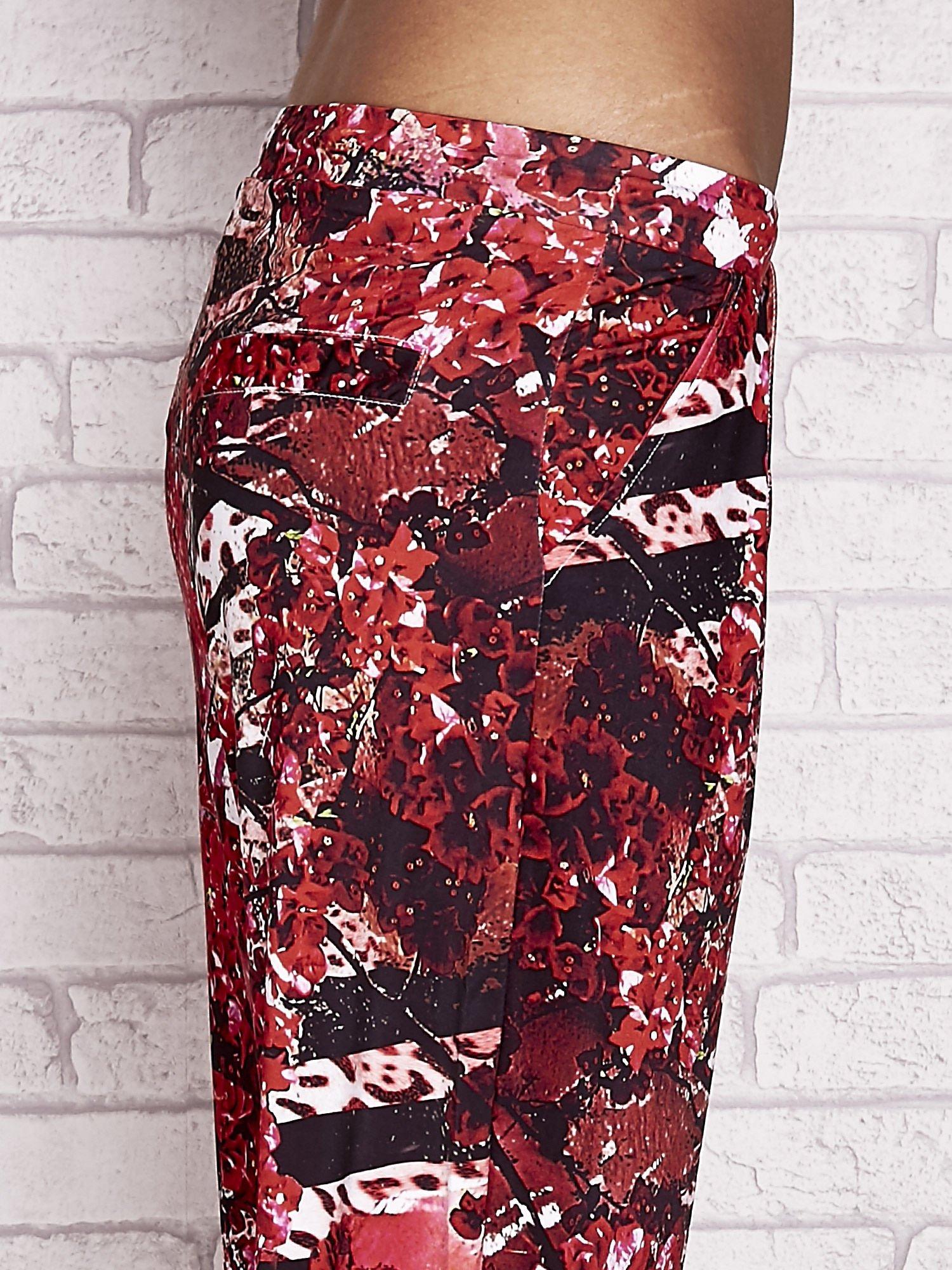 Czerwone spodnie capri z motywem floral print                                  zdj.                                  5