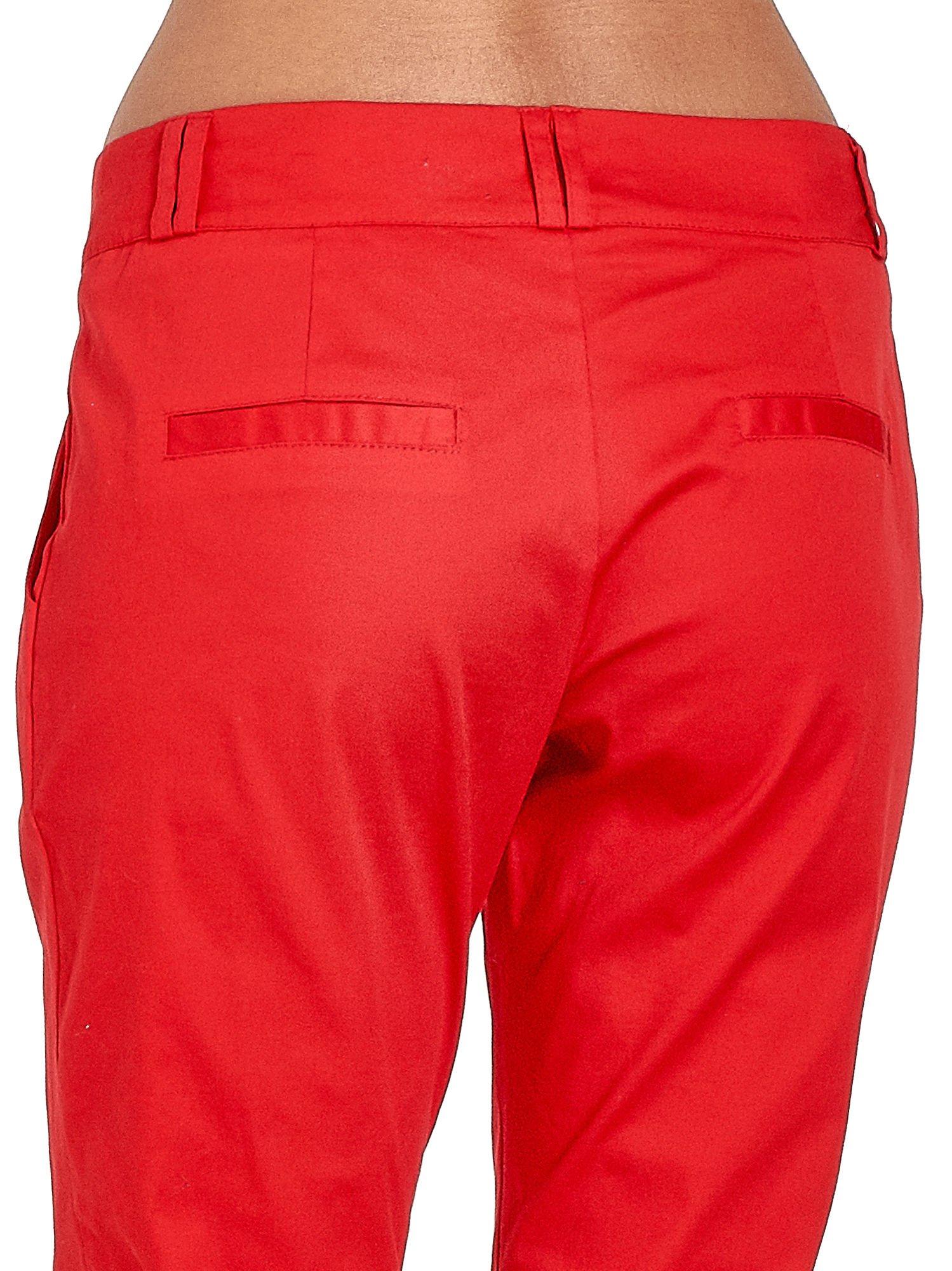 Czerwone spodnie cygaretki z zakładkami                                  zdj.                                  6