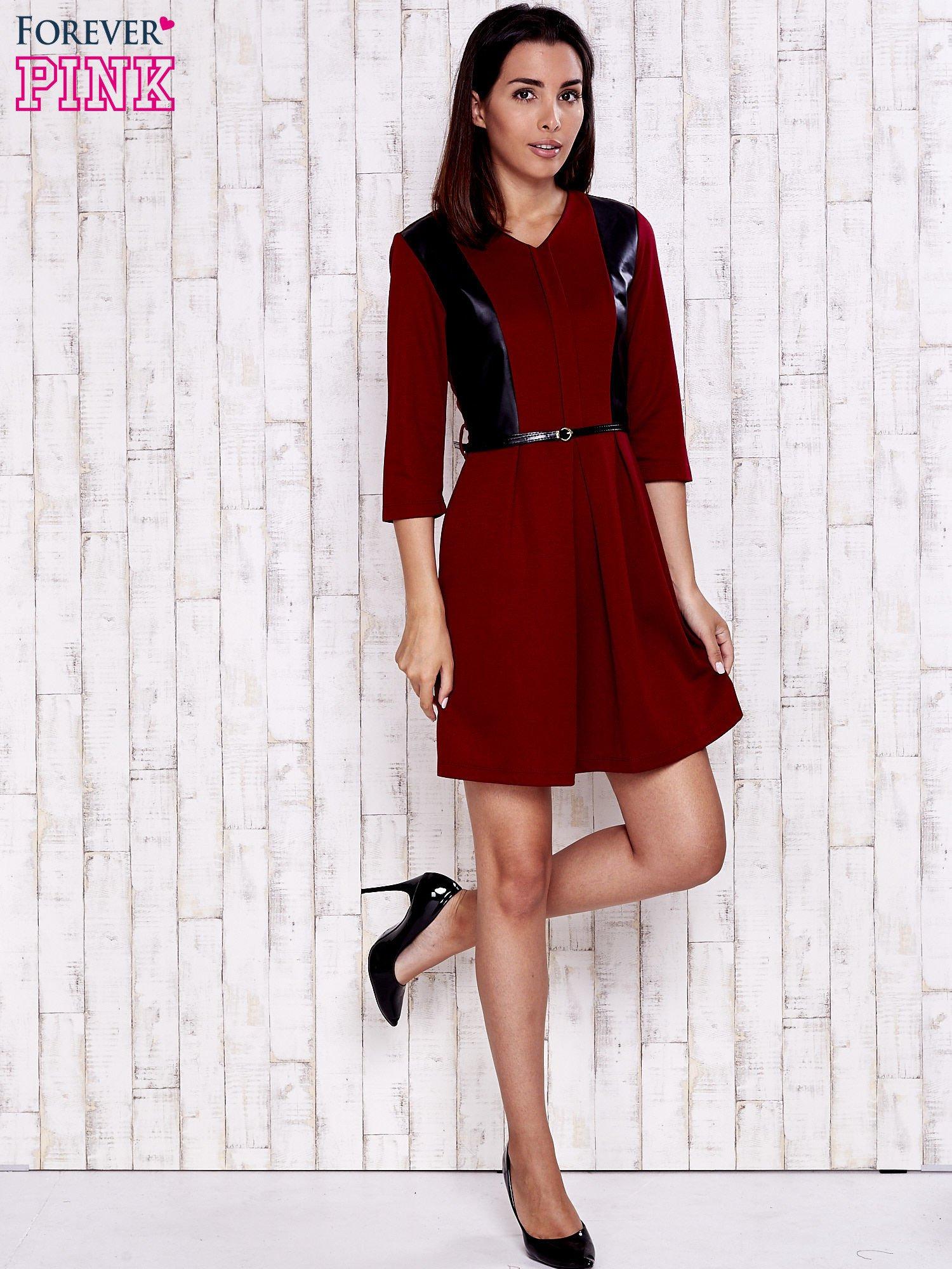 Czerwono-czarna sukienka ze skórzanymi wstawkami                                  zdj.                                  2