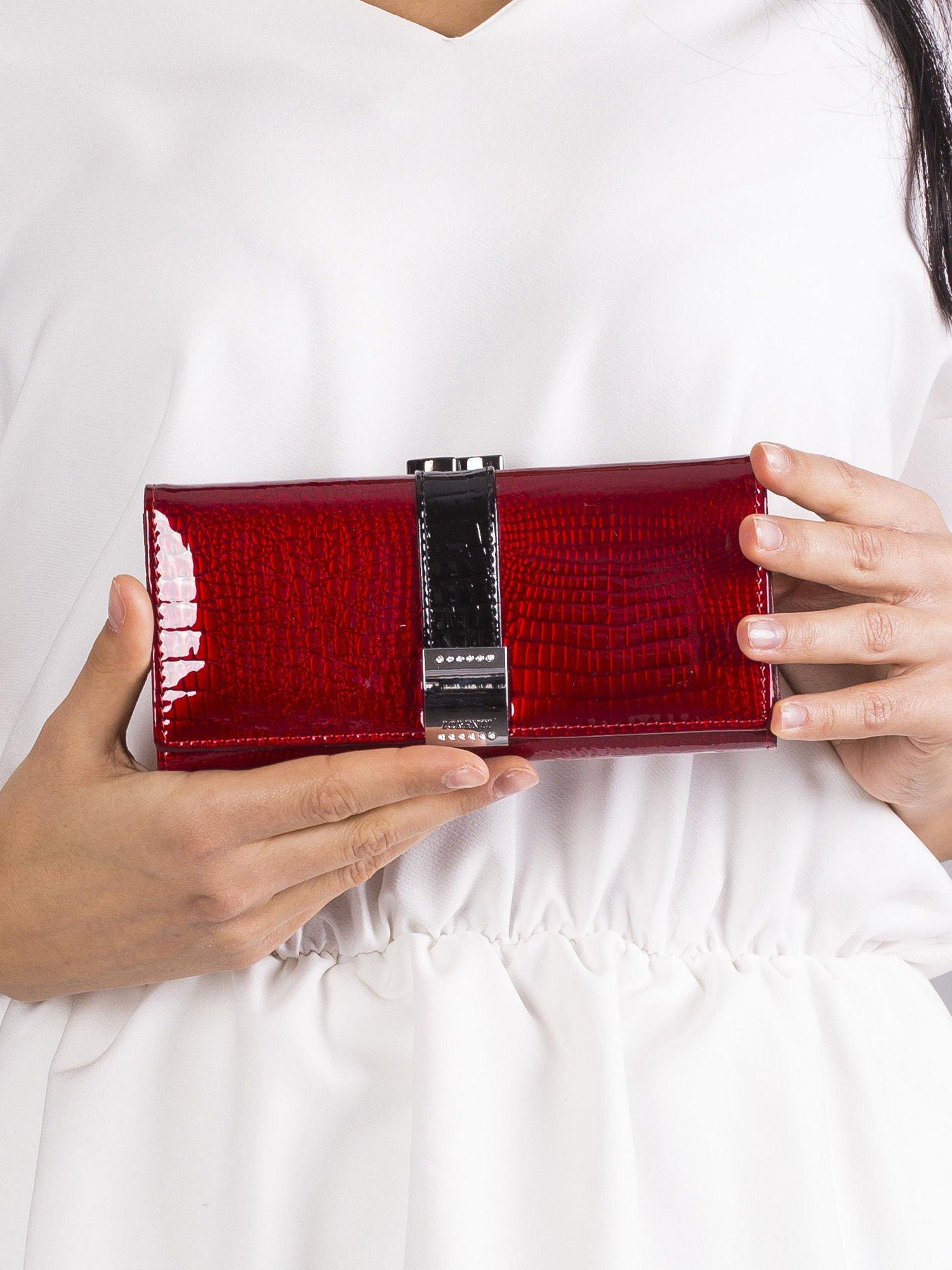 fe409079c85f9 Czerwony lakierowany portfel damski skórzany - Akcesoria portfele ...