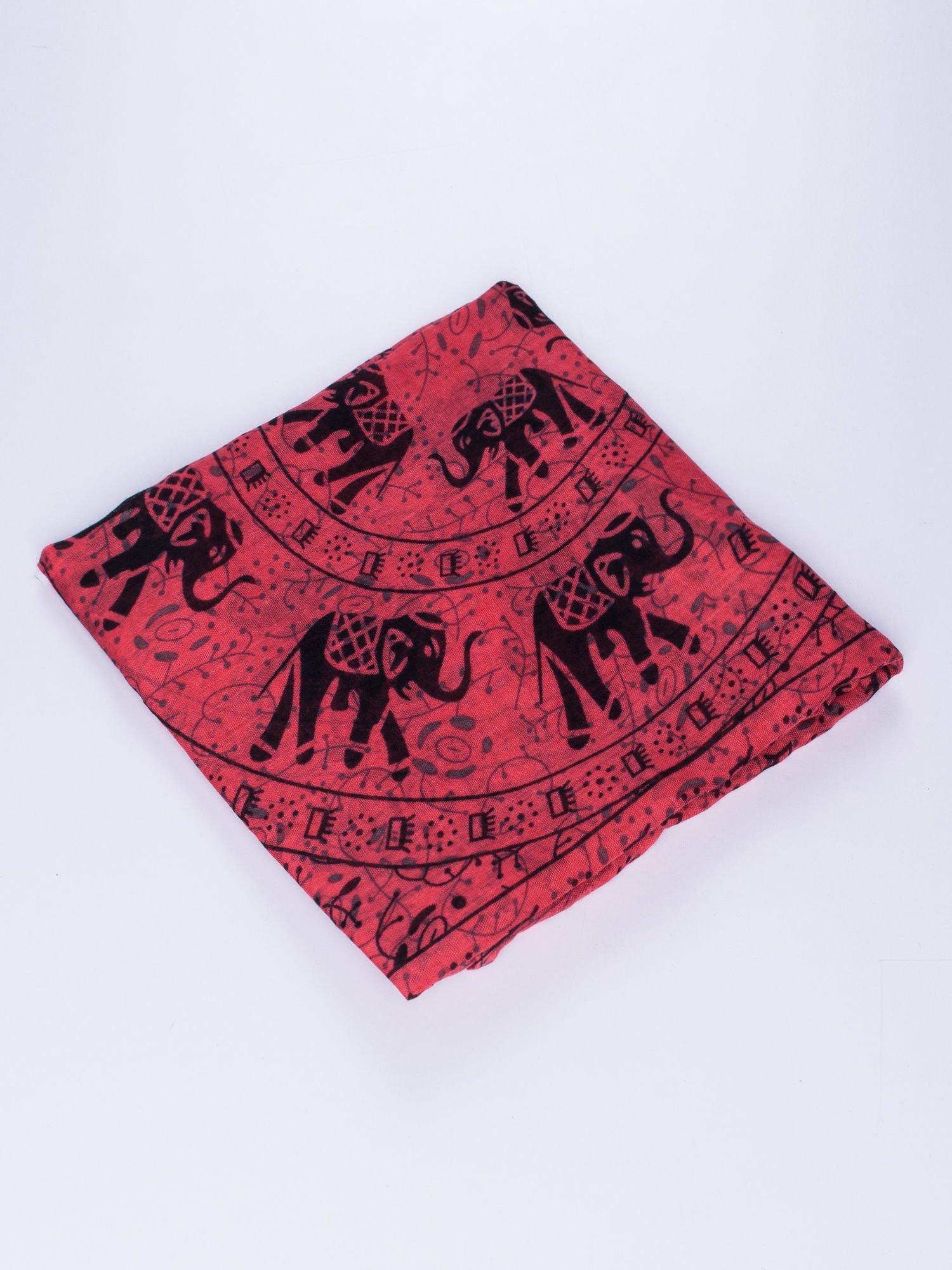 Czerwony orientalny szal we wzór ze słoni                                  zdj.                                  3