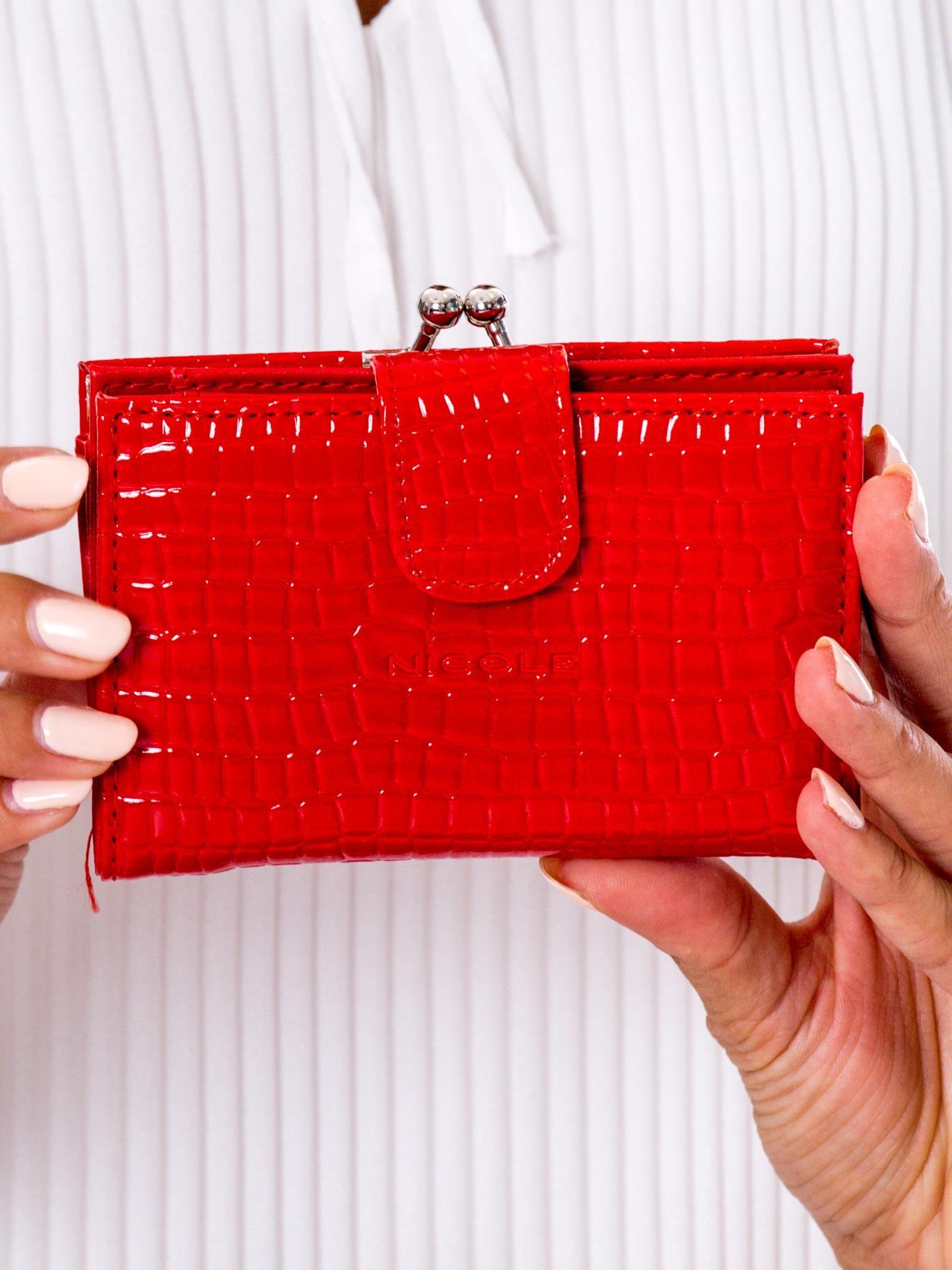 4669eda74c674 Czerwony portfel damski z biglem - Akcesoria portfele - sklep eButik.pl