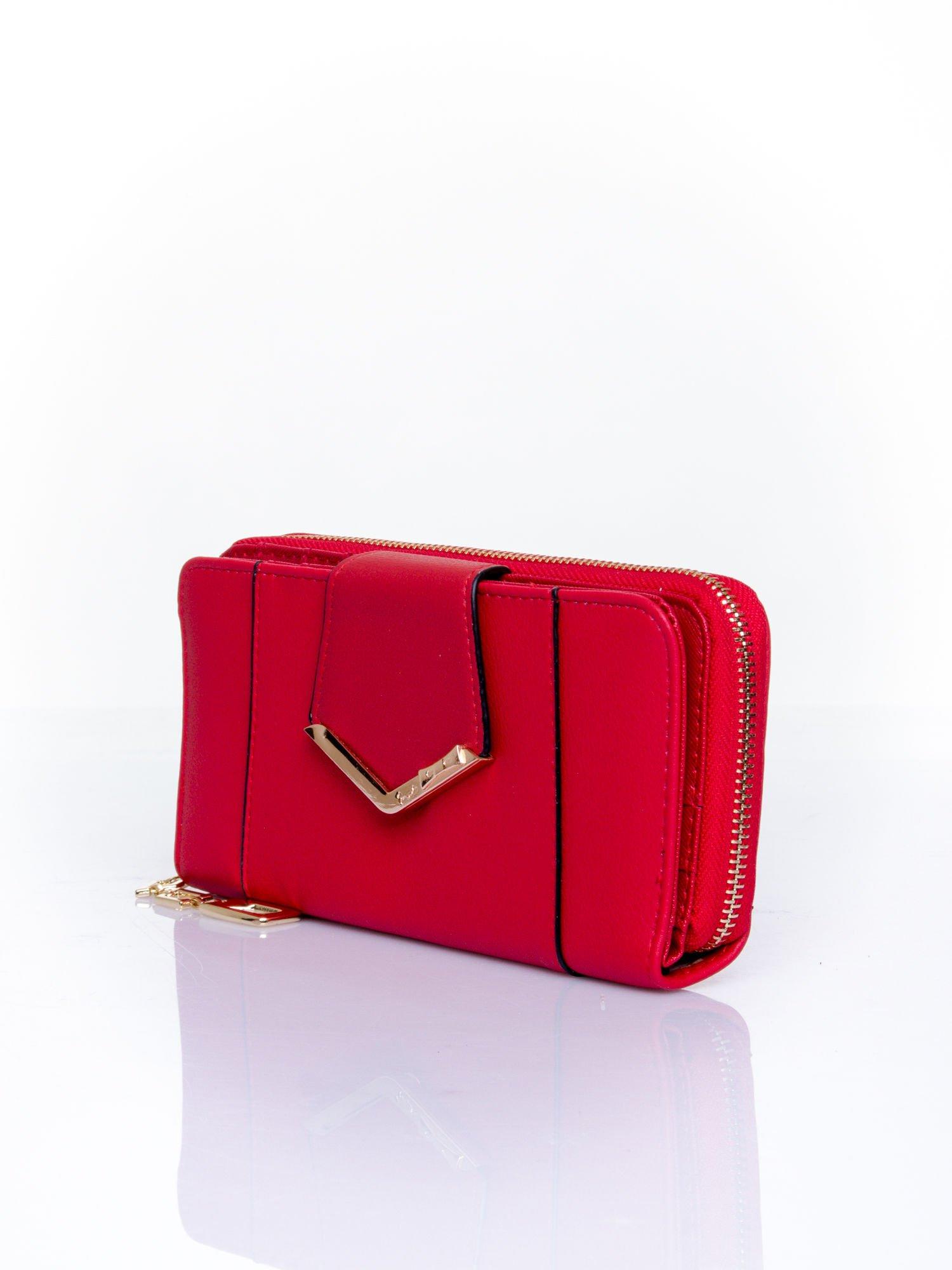 Czerwony portfel ze złoconą klamrą                                  zdj.                                  3