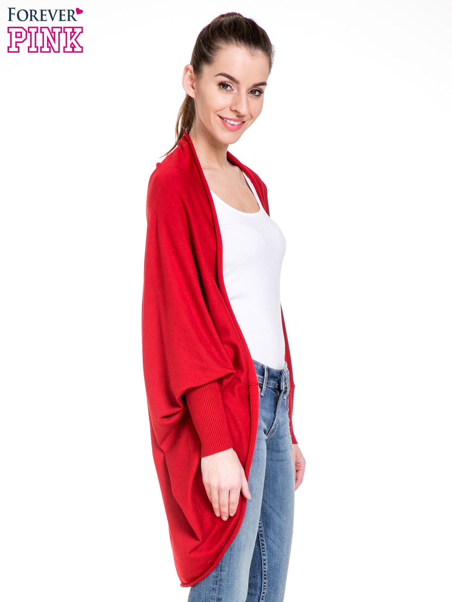 Czerwony sweter narzutka z nietoperzowymi rękawami                                  zdj.                                  3