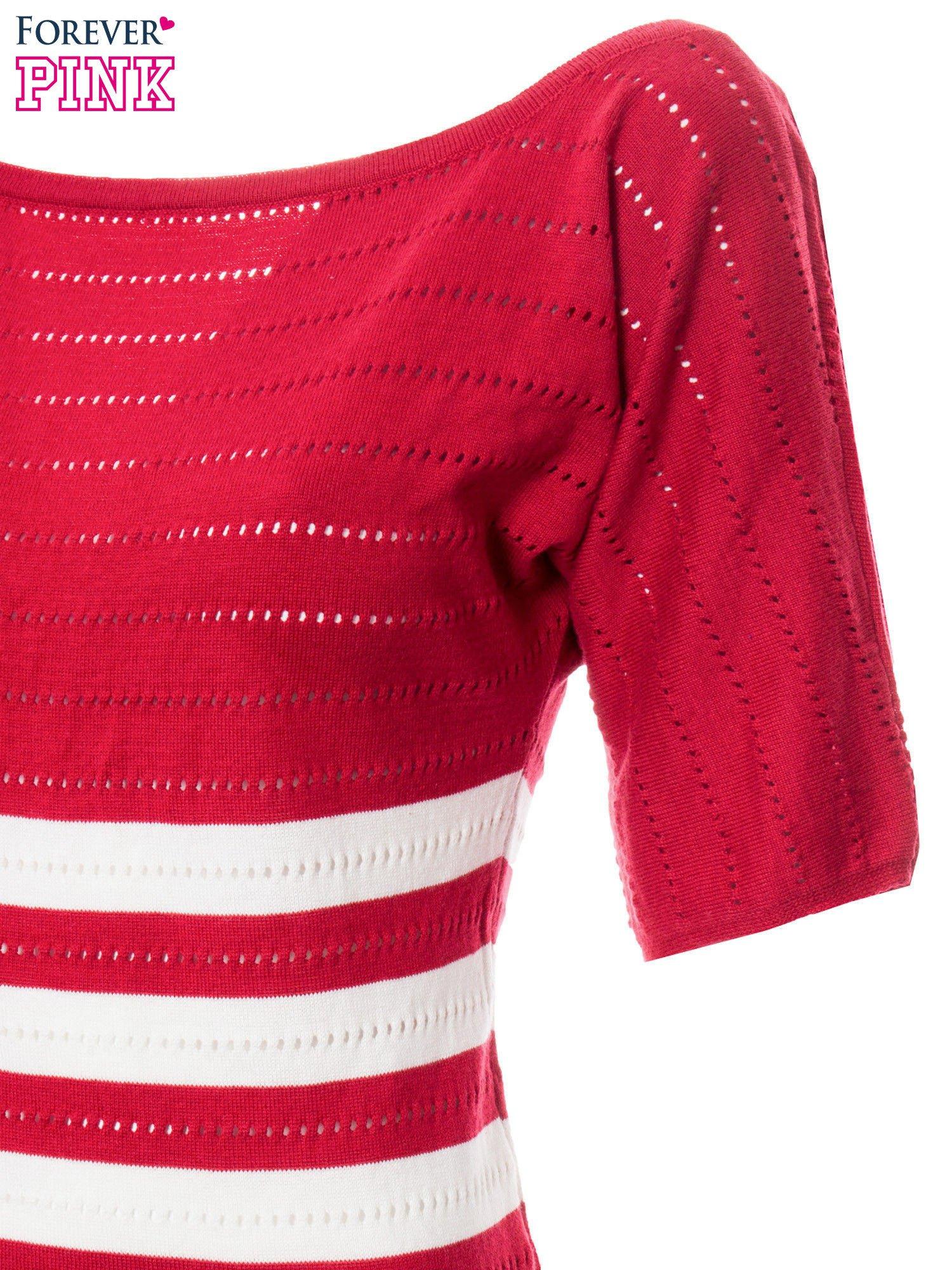 Czerwony sweter w paski z szerokim dekoltem                                  zdj.                                  6