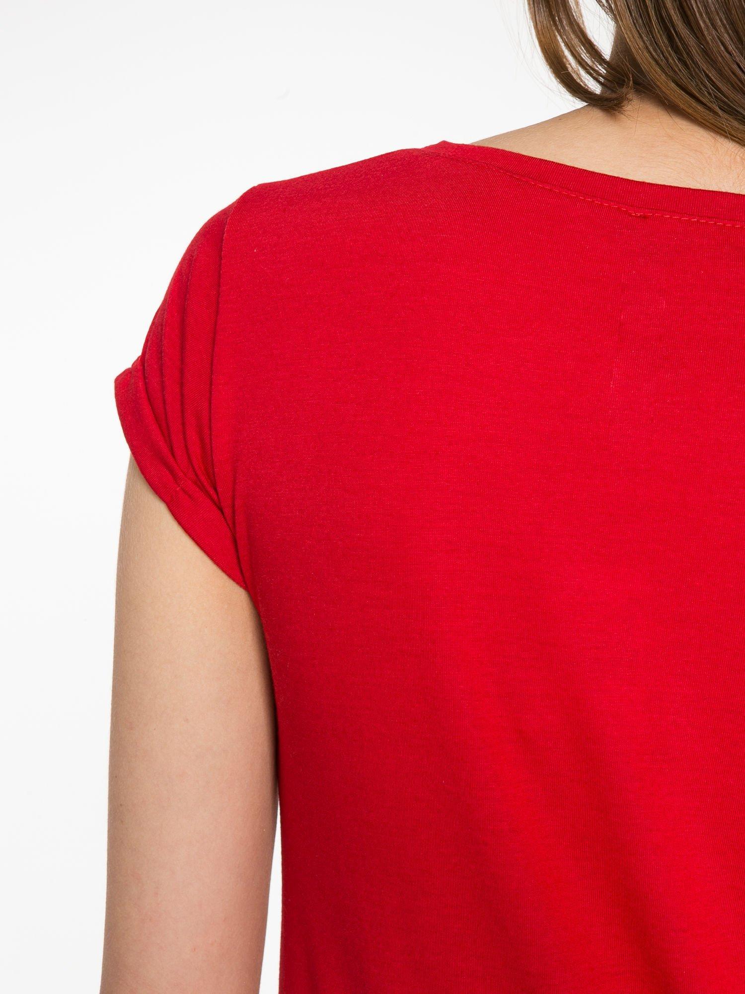 Czerwony t-shirt z nadrukiem kota i napisem CATS RULE                                  zdj.                                  10