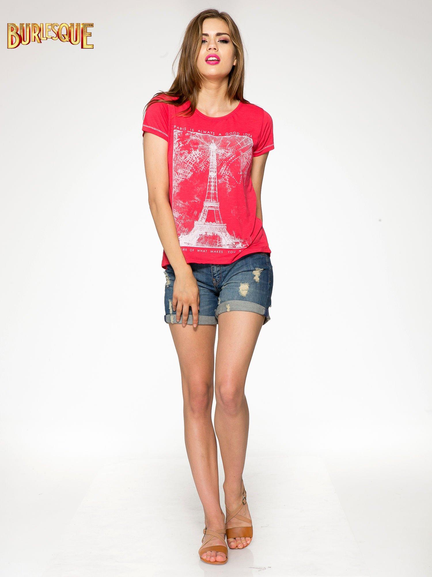 Czerwony t-shirt z nadrukiem wieży Eiffla                                  zdj.                                  2