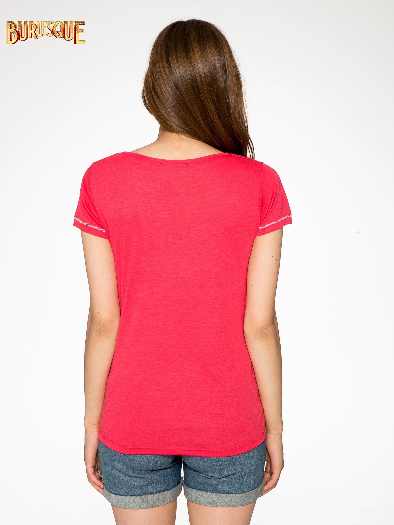 Czerwony t-shirt z nadrukiem wieży Eiffla                                  zdj.                                  4