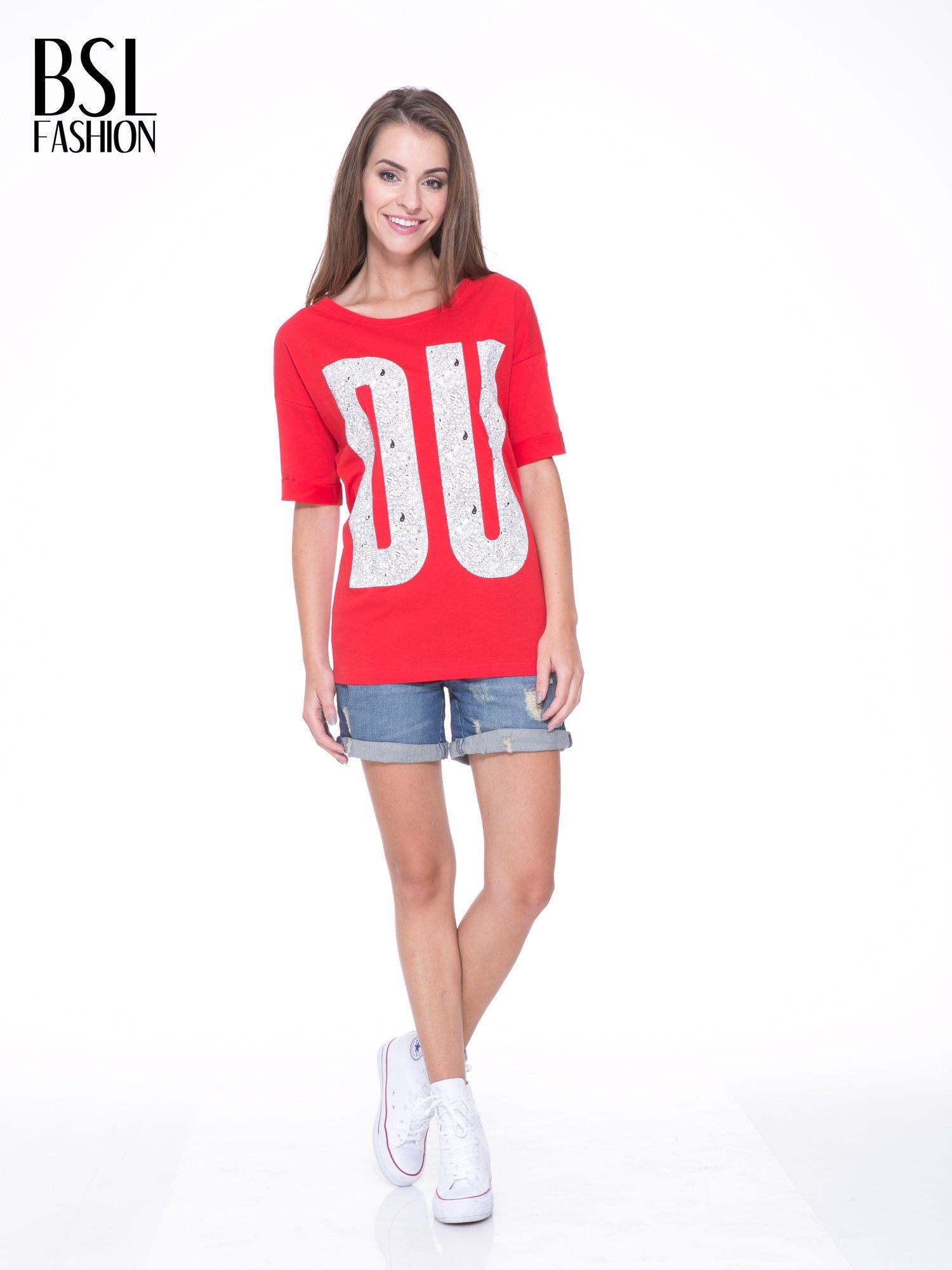 Czerwony t-shirt z nadukiem DUDE z przodu i na plecach                                  zdj.                                  6