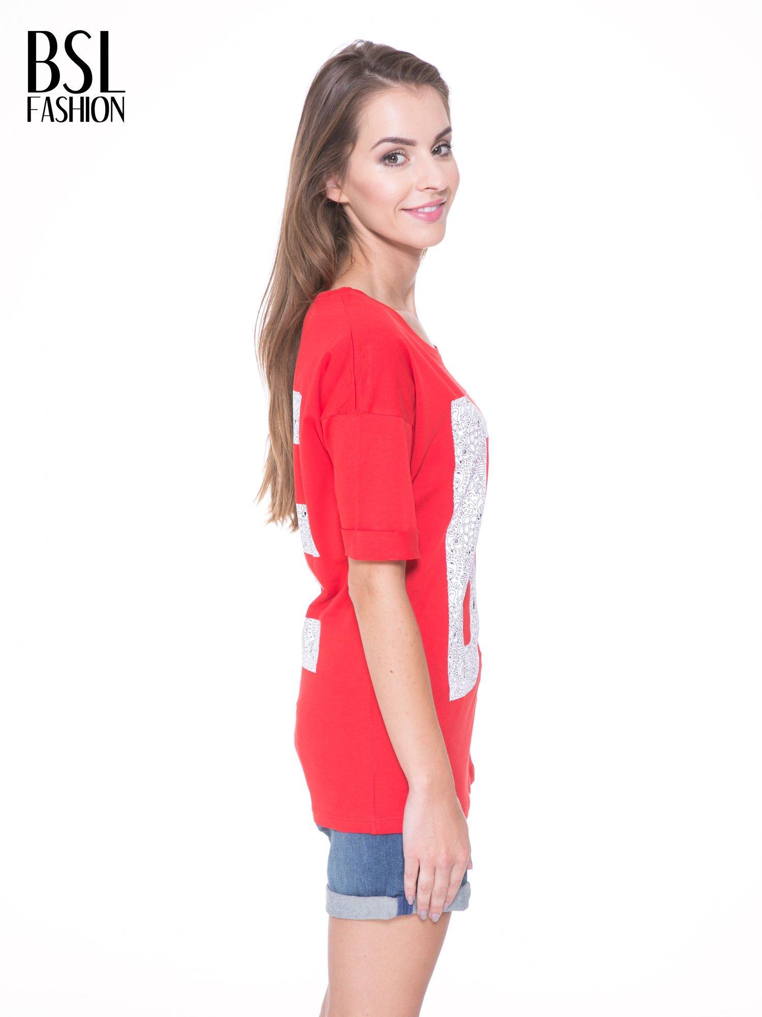 Czerwony t-shirt z nadukiem DUDE z przodu i na plecach                                  zdj.                                  4