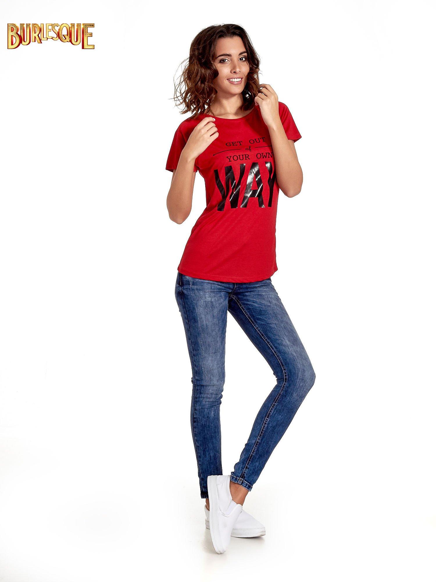 Czerwony t-shirt z napisem GET OUT OF YOUR OWN WAY                                  zdj.                                  7