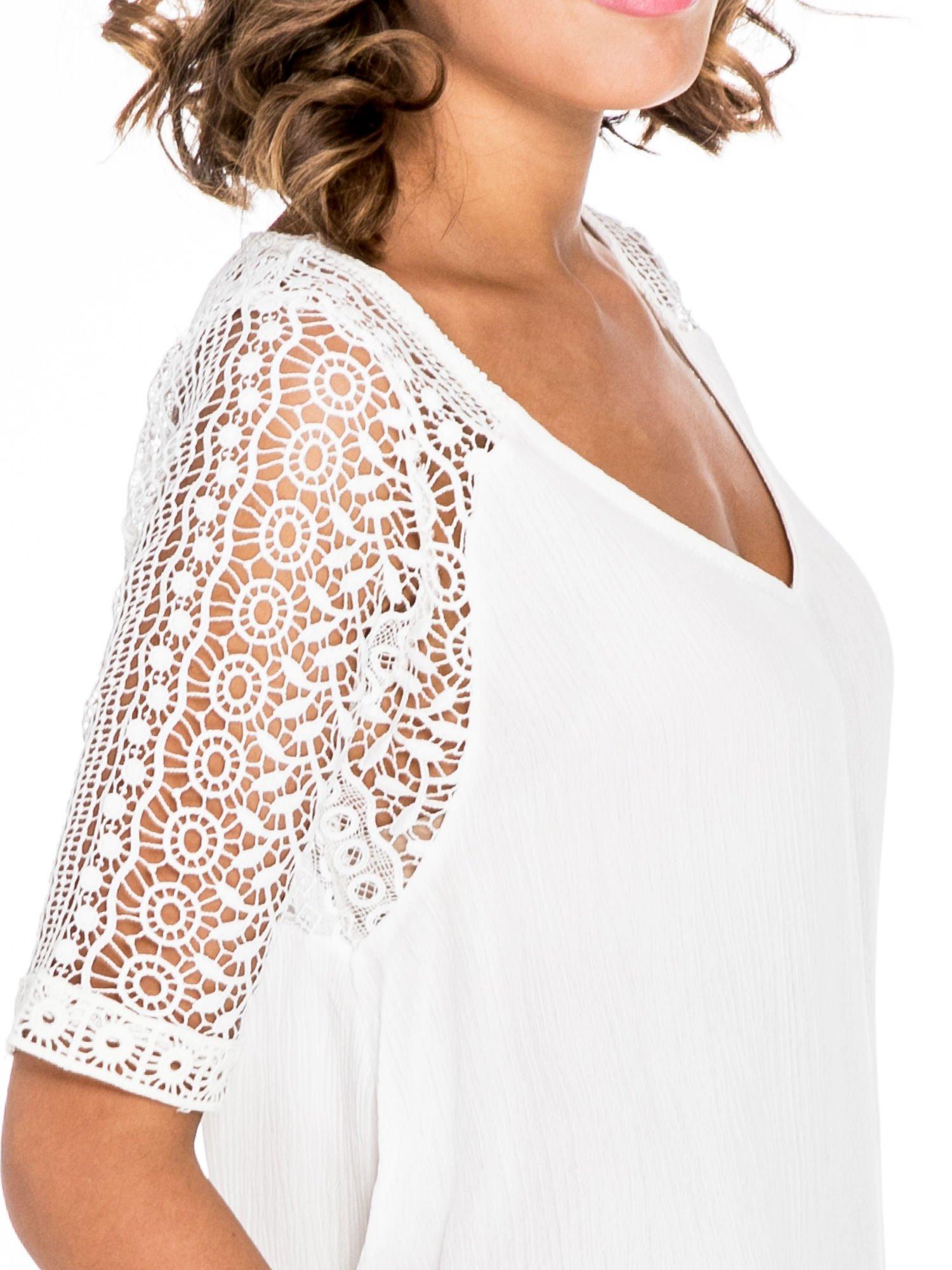 Ecru bluzka koszulowa z koronkowymi rękawami                                  zdj.                                  5