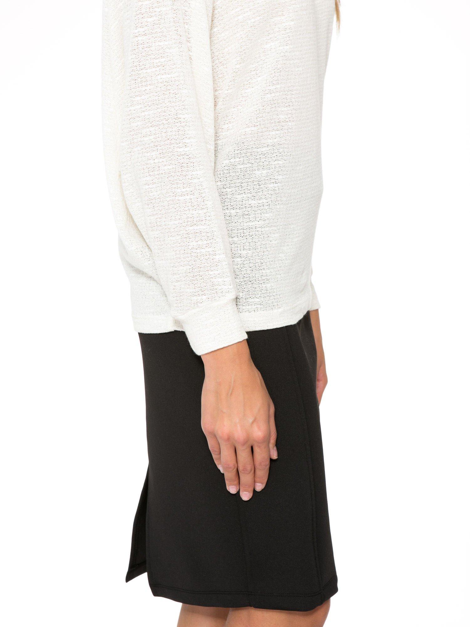 Ecru bluzka oversize z nietoperzowymi rękawami                                  zdj.                                  6
