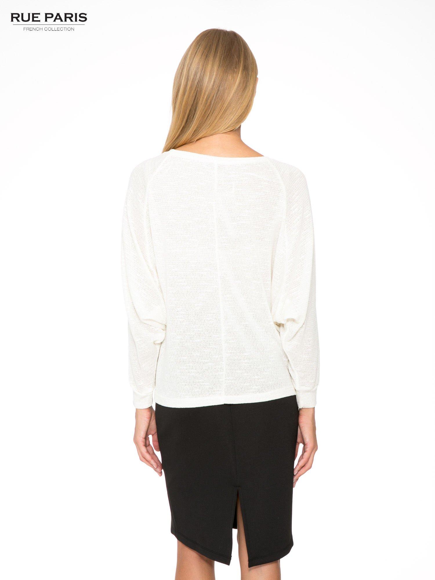 Ecru bluzka oversize z nietoperzowymi rękawami                                  zdj.                                  4